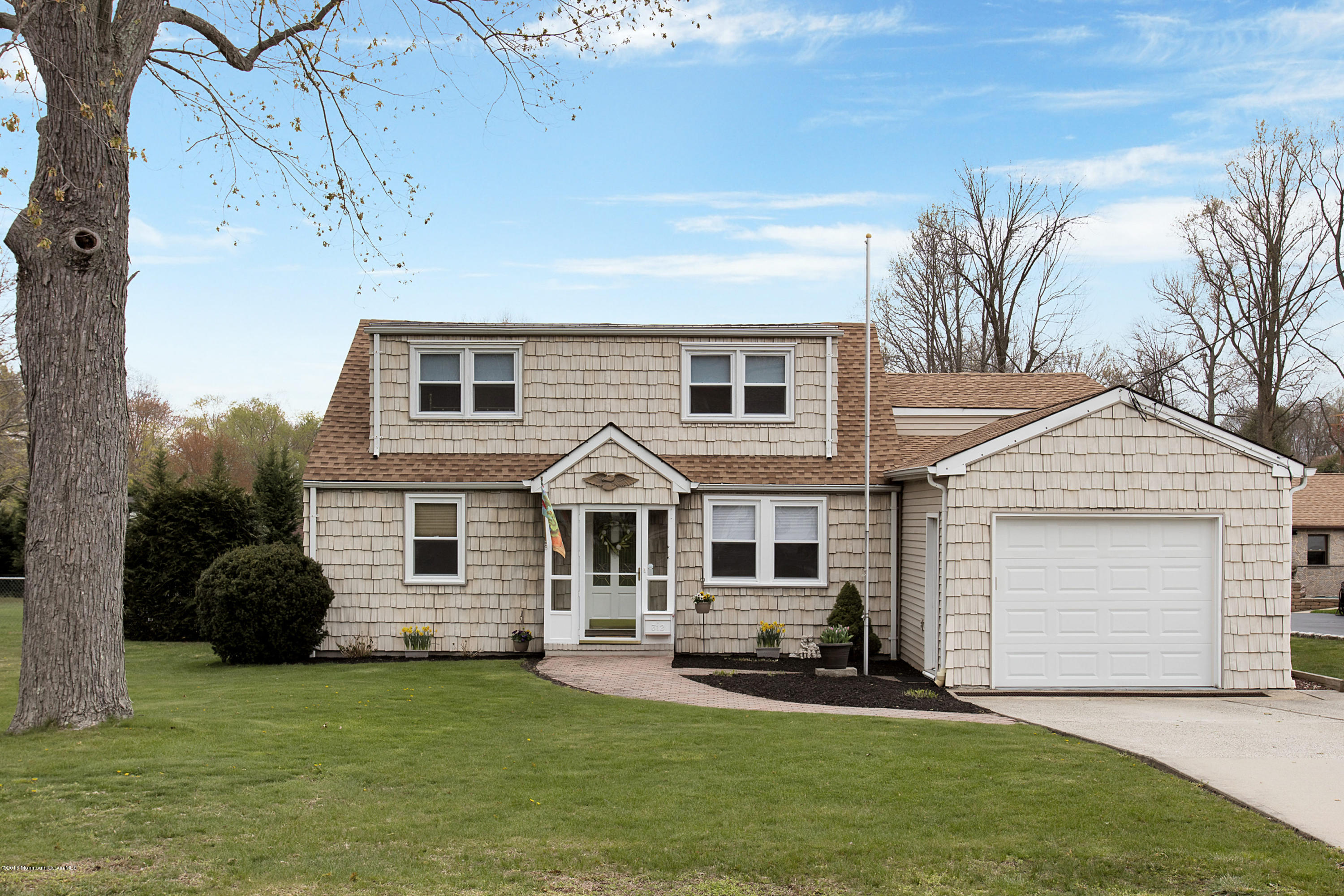 Photo of home for sale at 312 Florence Road Road, Middletown NJ