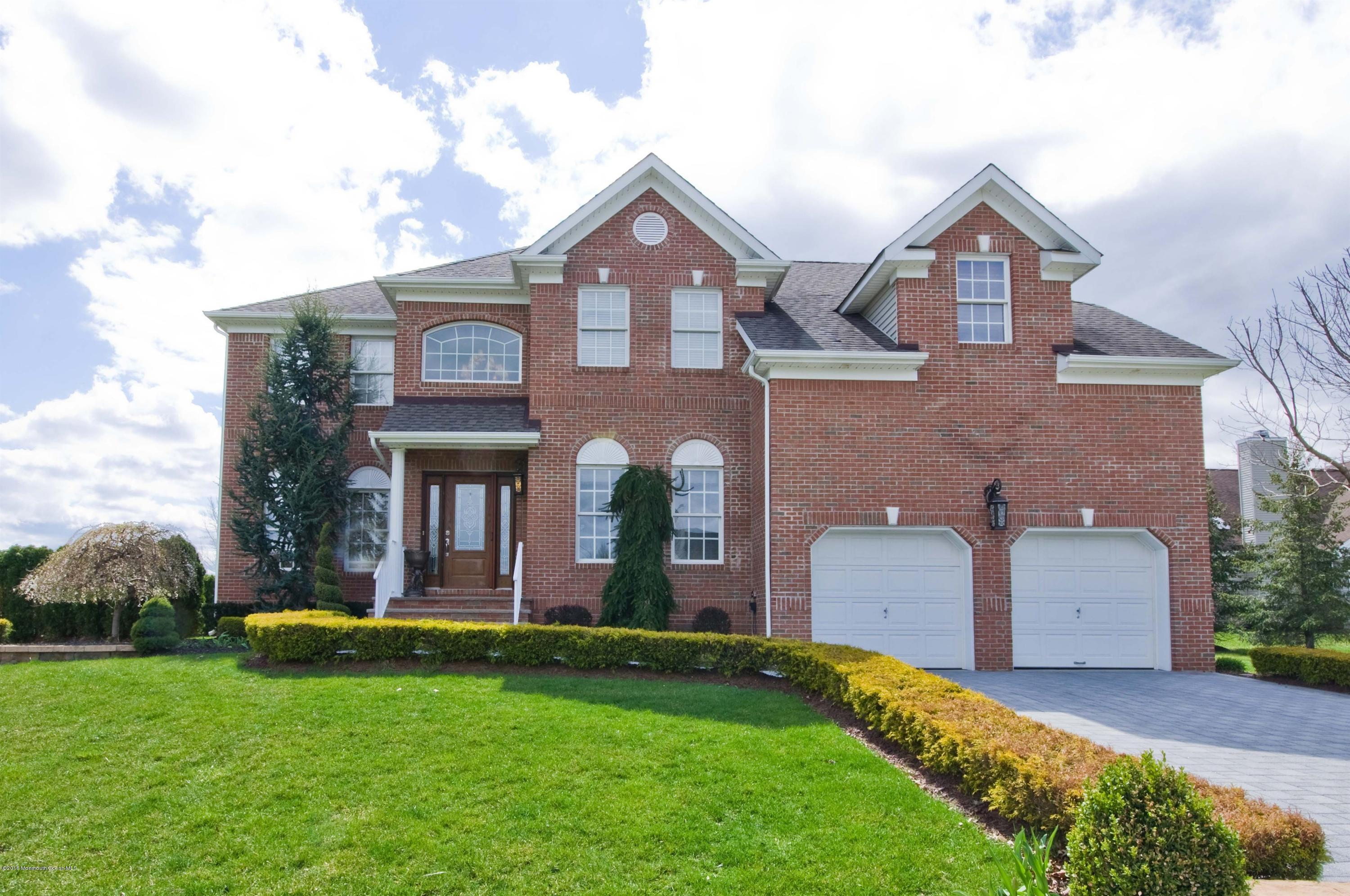 Photo of home for sale at 2 Hedgerow Lane Lane, Manalapan NJ