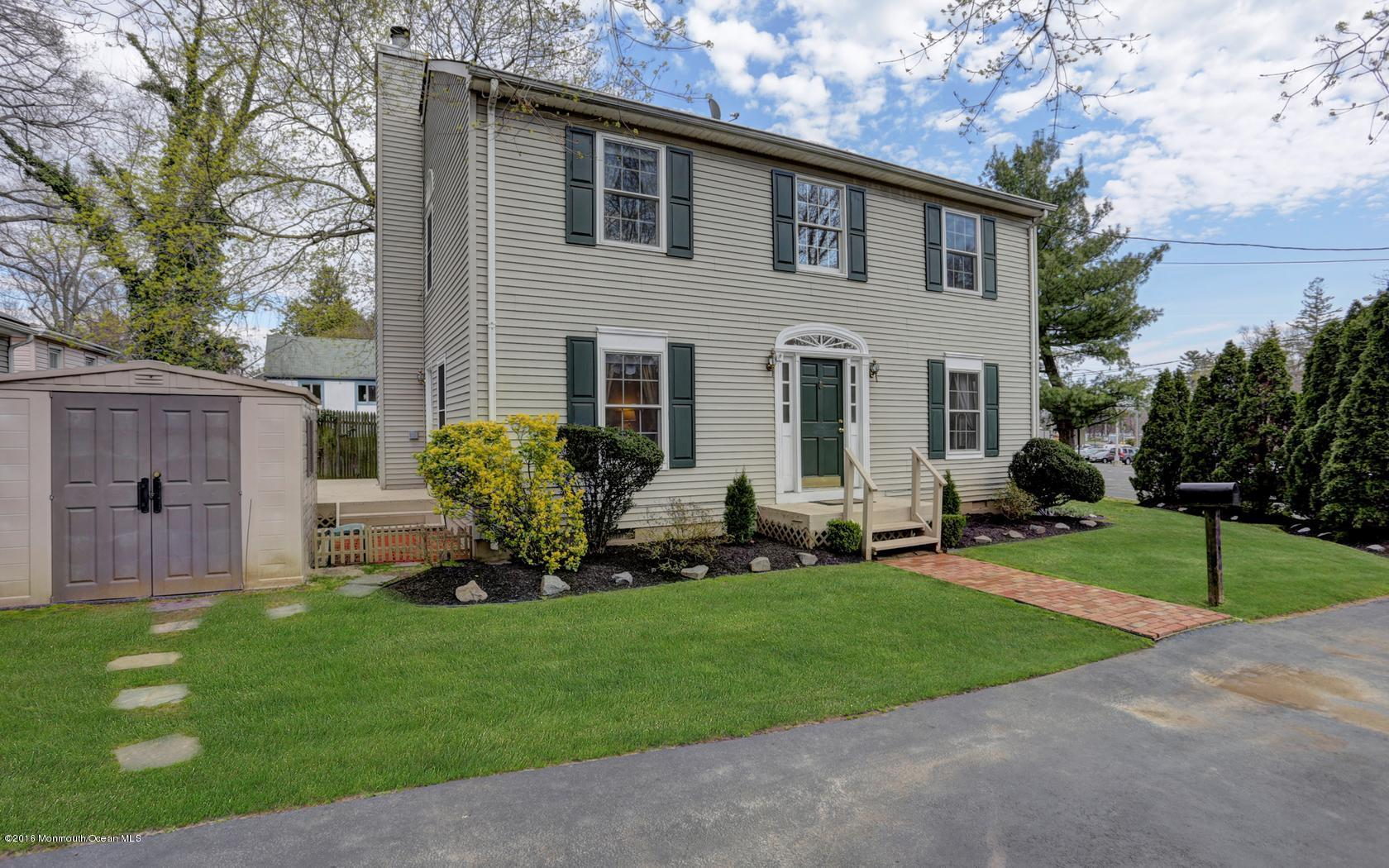 Photo of home for sale at 2 Railroad Avenue Avenue, Middletown NJ