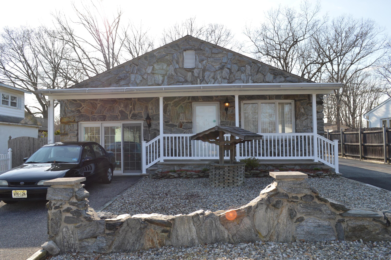 Photo of home for sale at 814 Linden Road Road, Toms River NJ