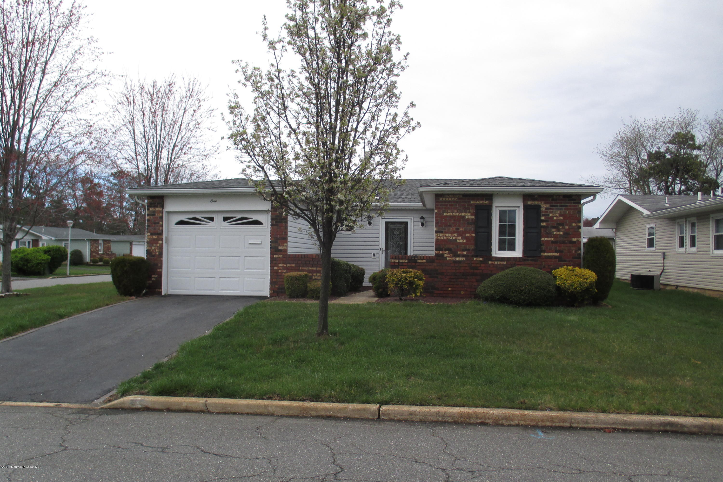 Photo of home for sale at 1 Vaughn Court Court, Brick NJ