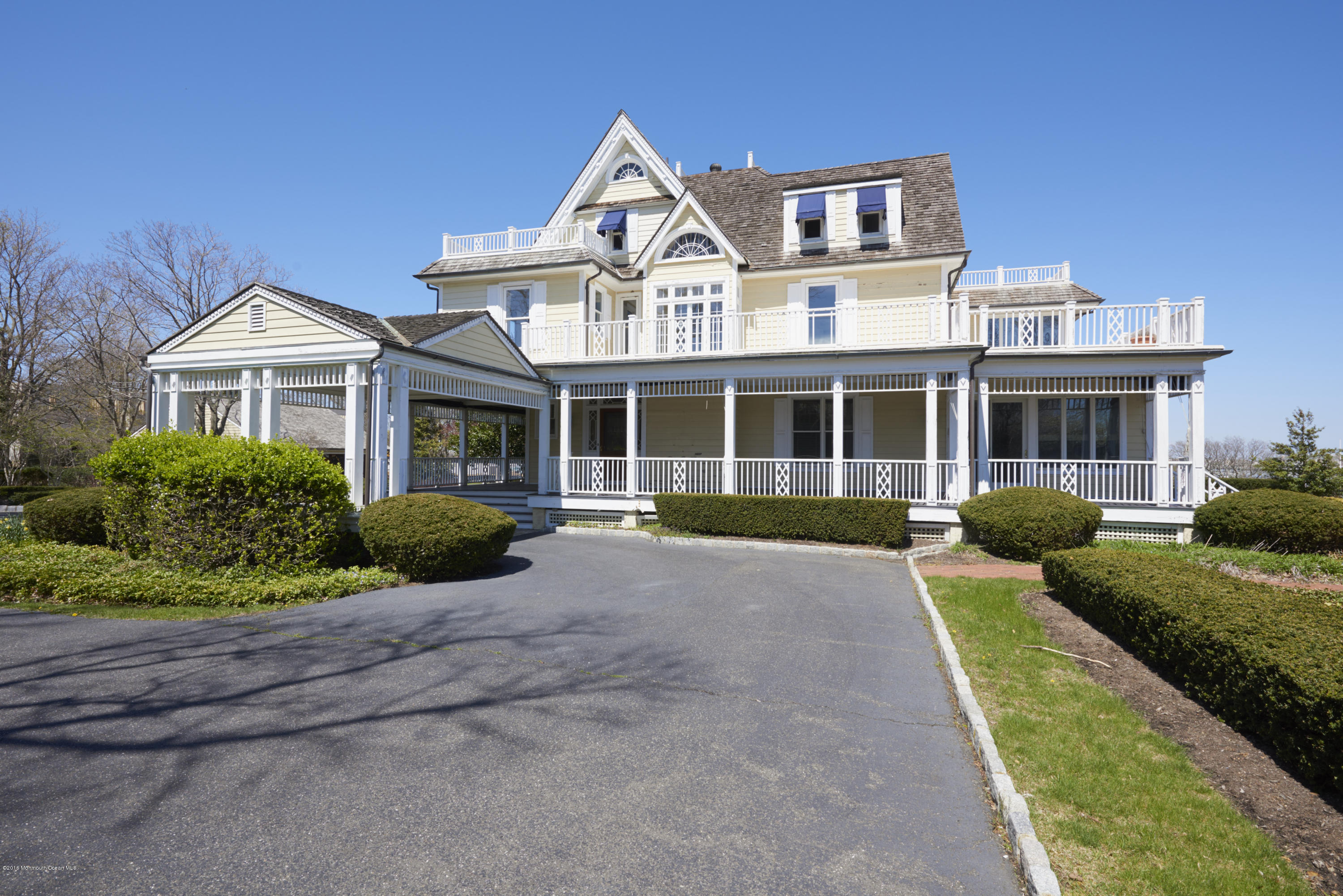 Photo of home for sale at 25 Ward Avenue Avenue, Rumson NJ
