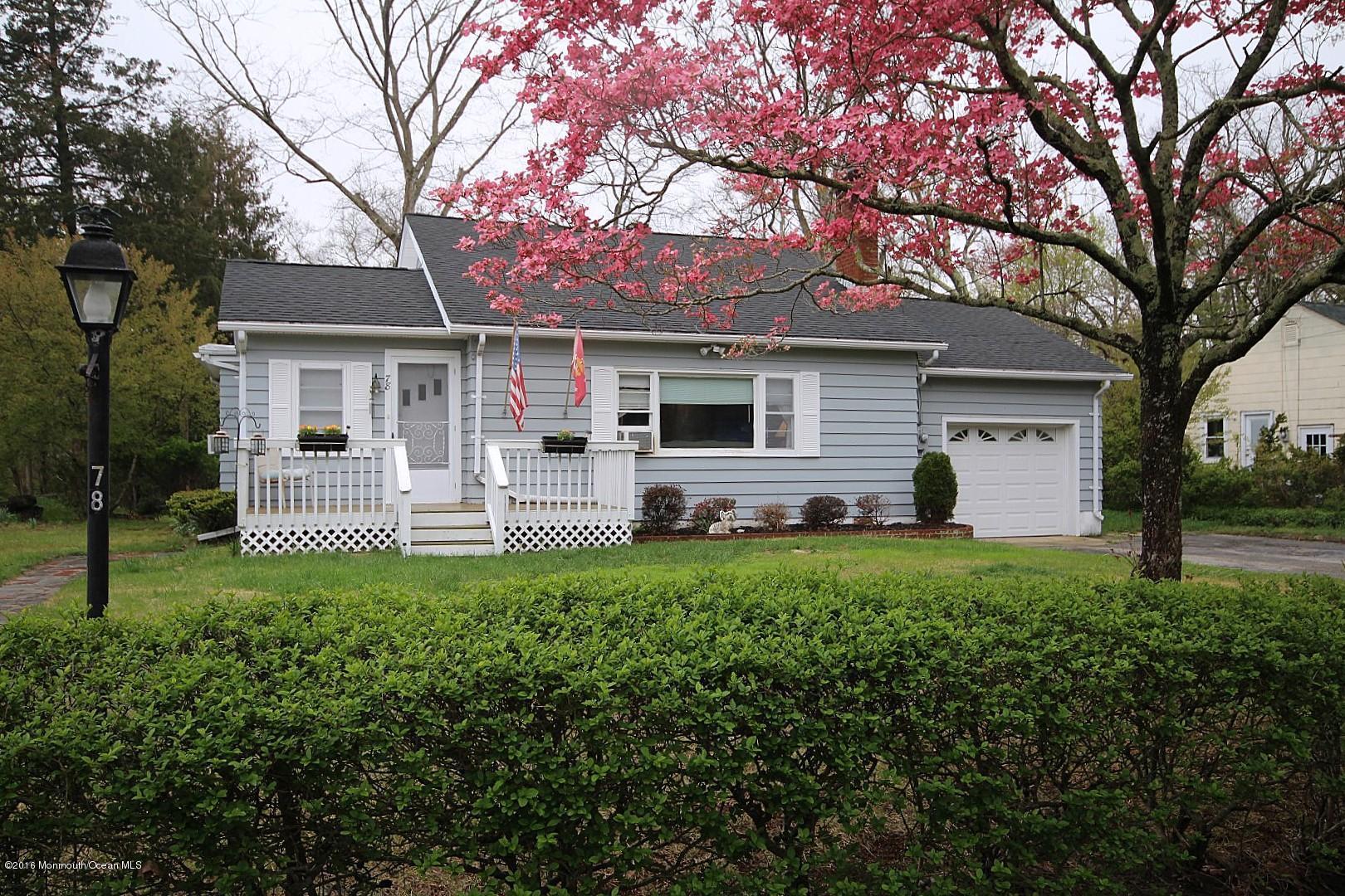 Photo of home for sale at 78 Barnegat Beach Drive Drive, Waretown NJ