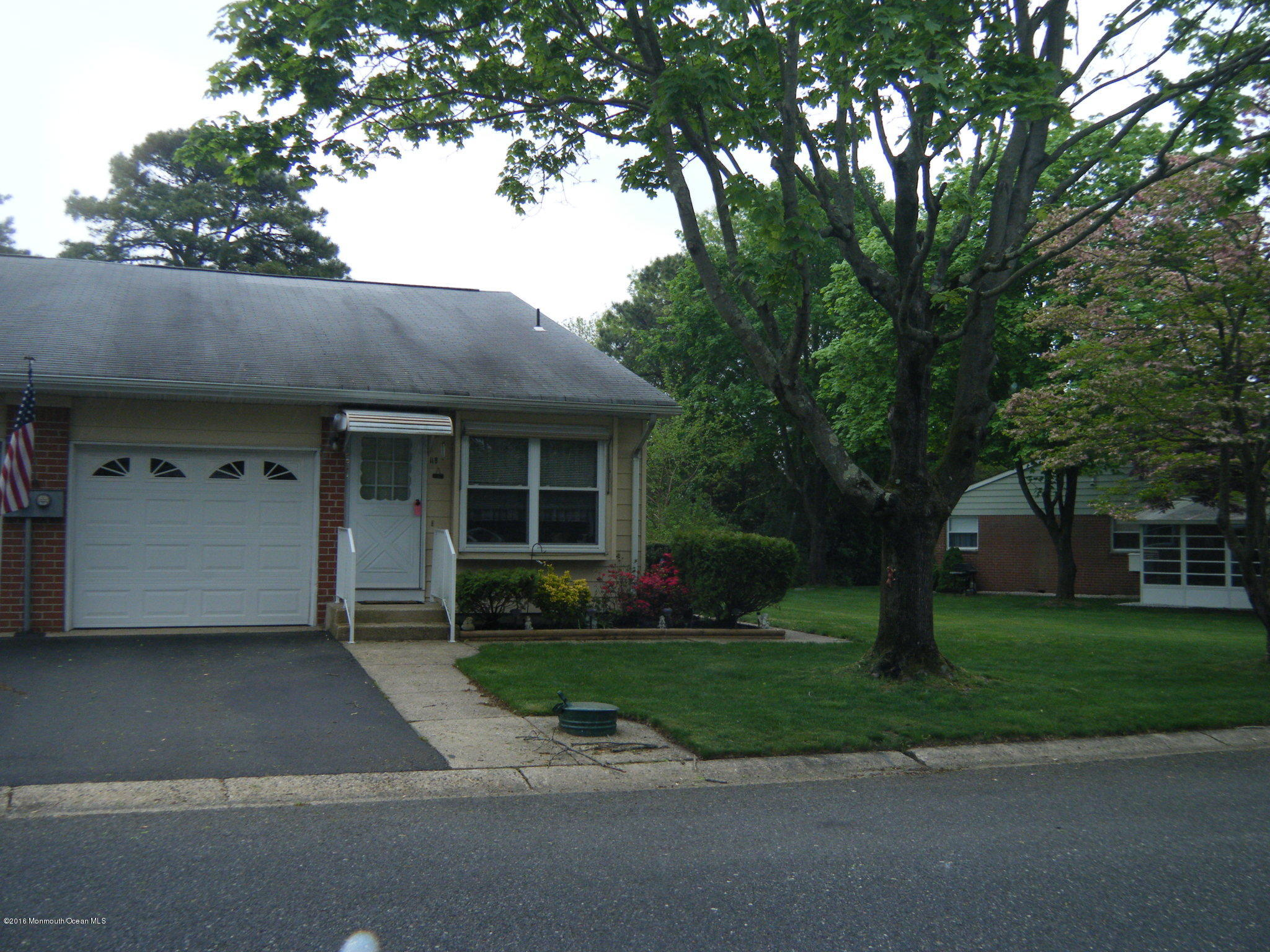 Photo of home for sale at 11-B Yorktowne Parkway Parkway, Whiting NJ