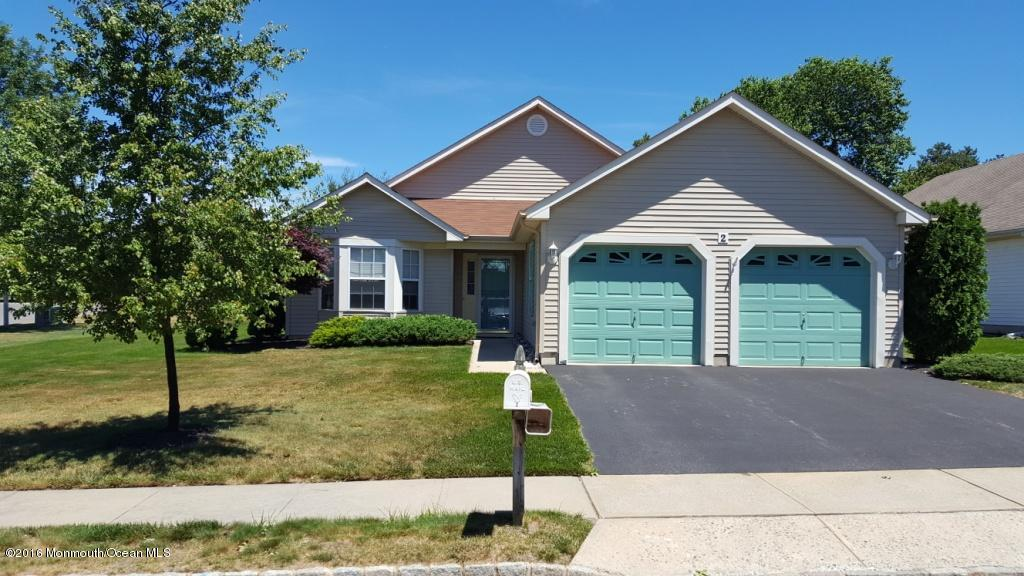Photo of home for sale at 2 Woodspring Lane Lane, Whiting NJ