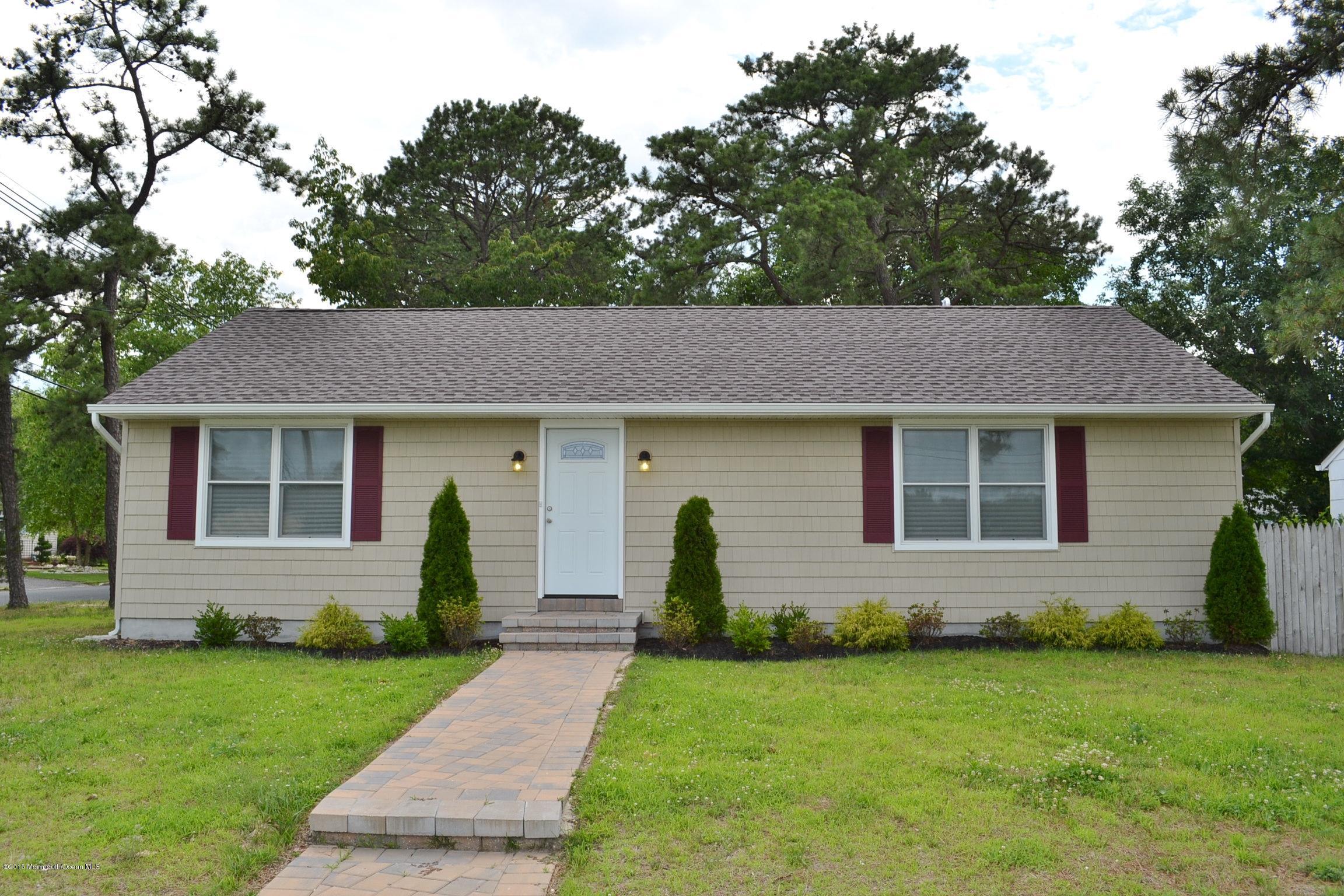 Photo of home for sale at 276 Lake Shore Drive Drive, Brick NJ