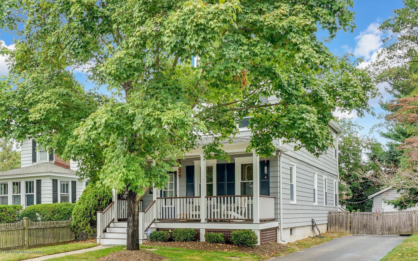 Photo of home for sale at 137 Lexington Avenue Avenue, Fair Haven NJ