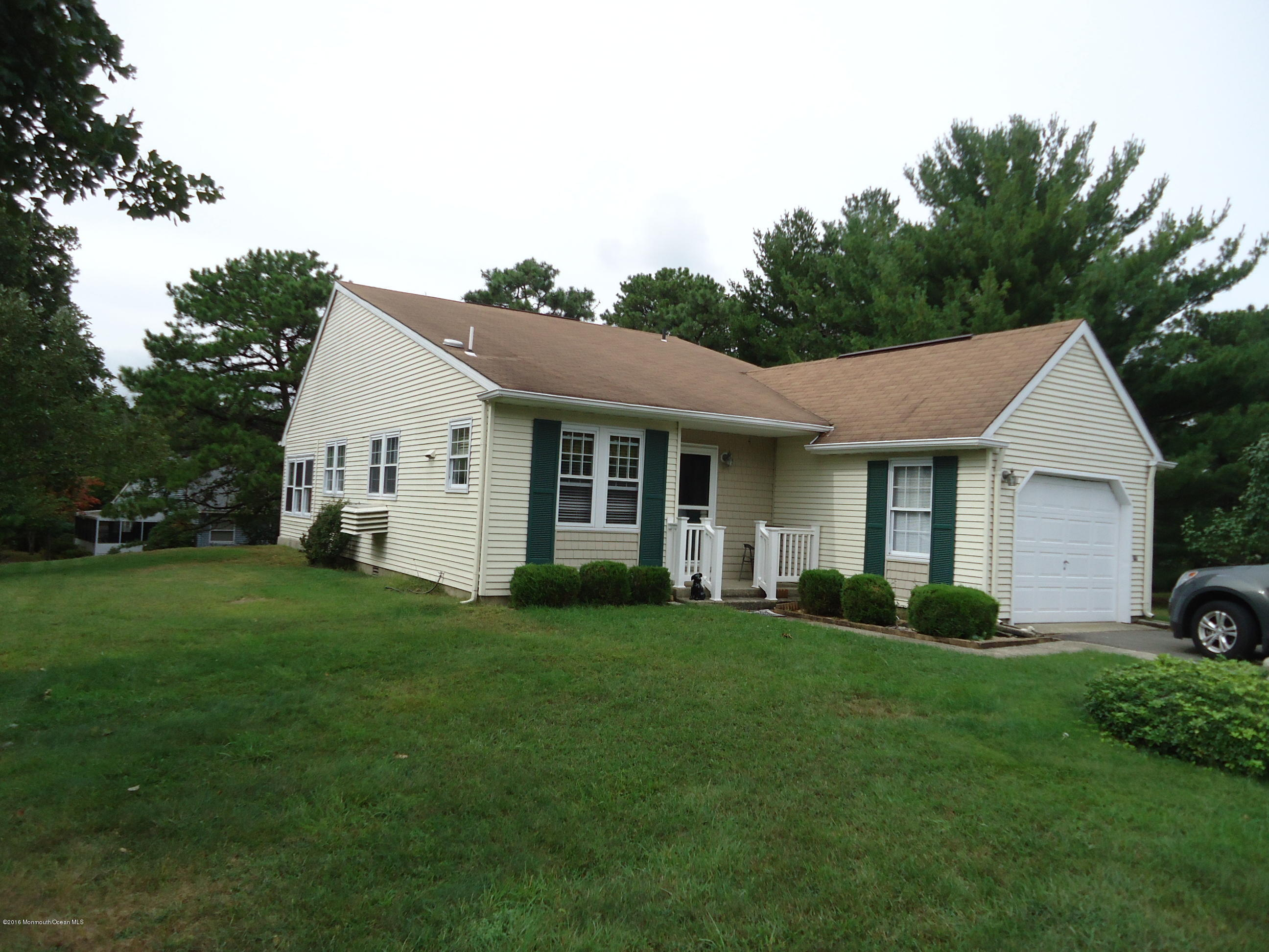 Photo of home for sale at 2 Plymouth Place Place, Whiting NJ
