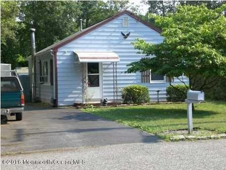 Photo of home for sale at 512 Main Street Street, Bayville NJ