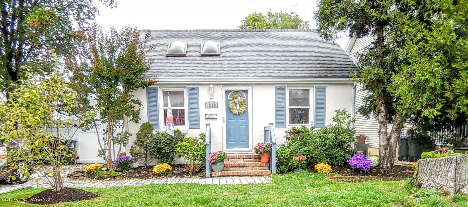Photo of home for sale at 1210 New York Avenue Avenue, Manasquan NJ