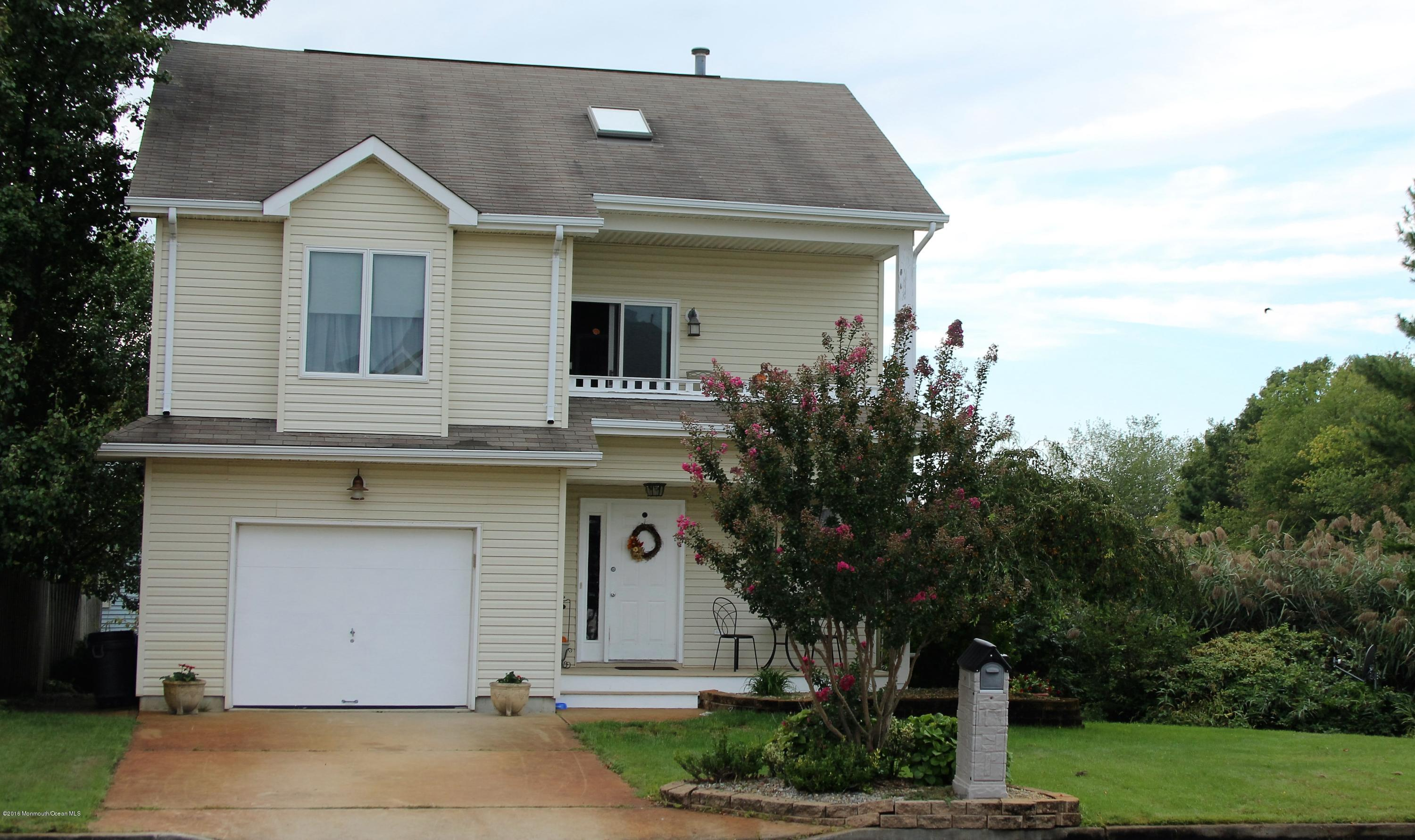 Photo of home for sale at 702 Stephanie Court Court, Forked River NJ