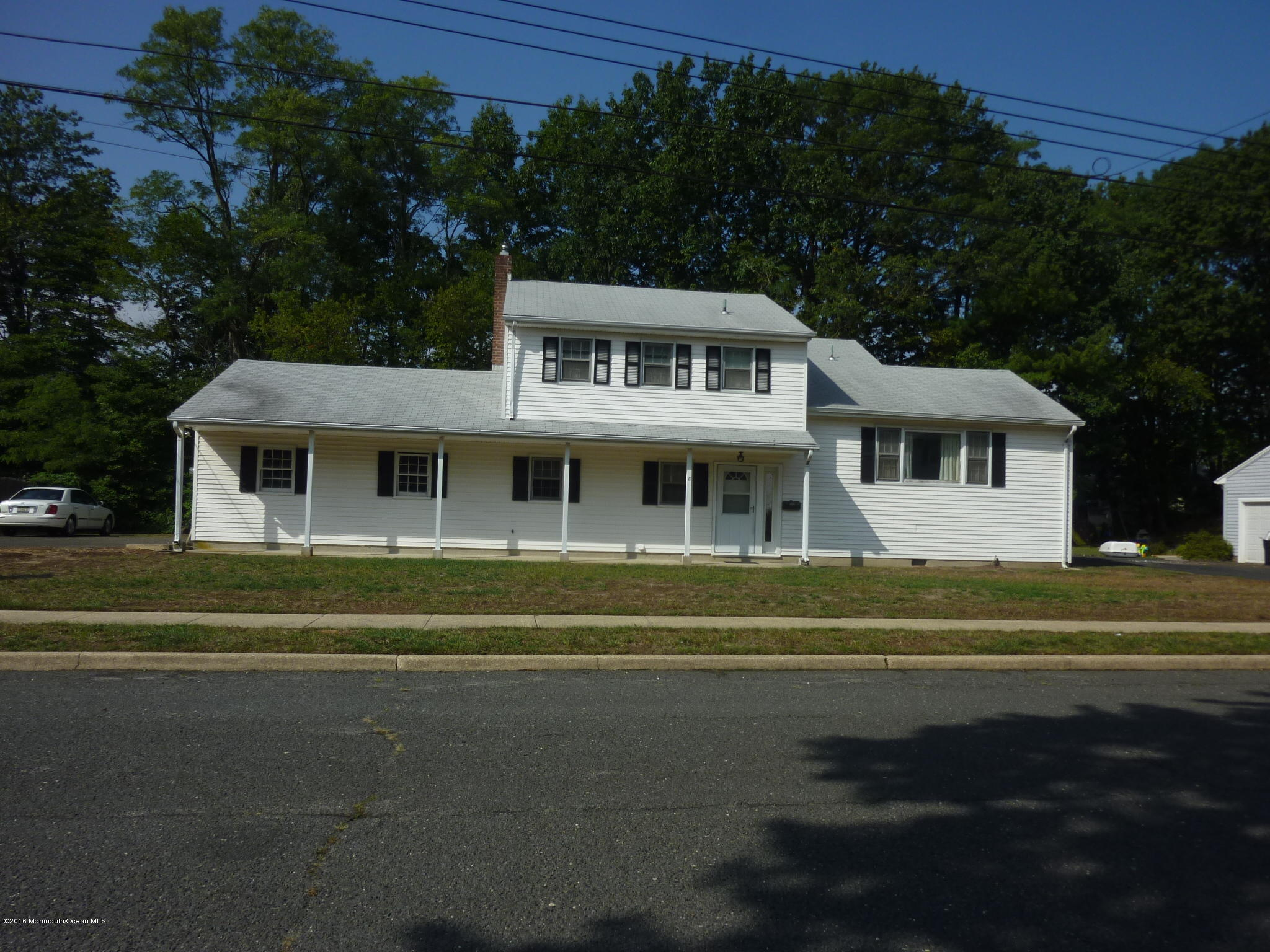 Photo of home for sale at 8 Raphael Place Place, Middletown NJ