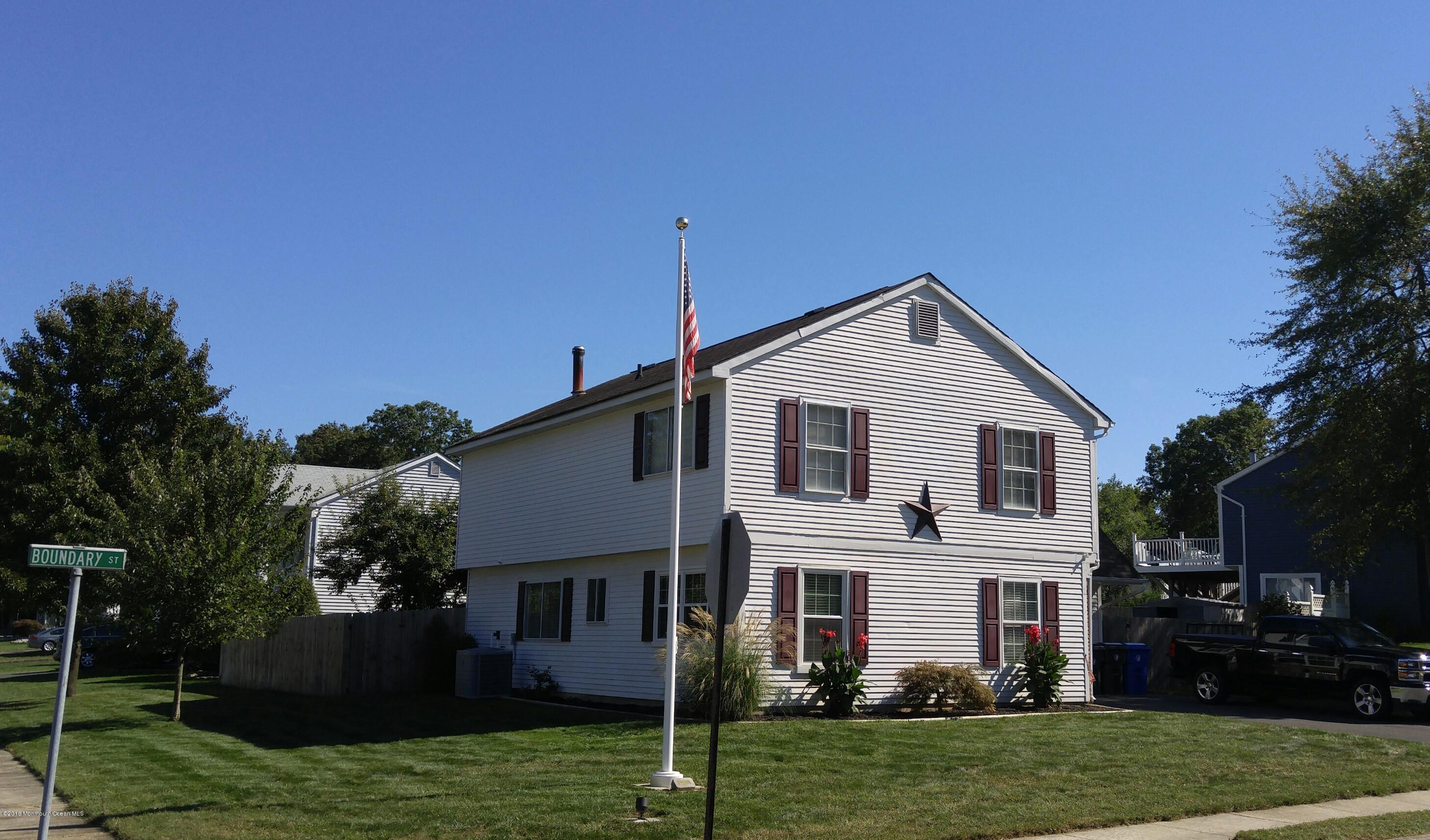 Photo of home for sale at 208 Boundary Street Street, Toms River NJ