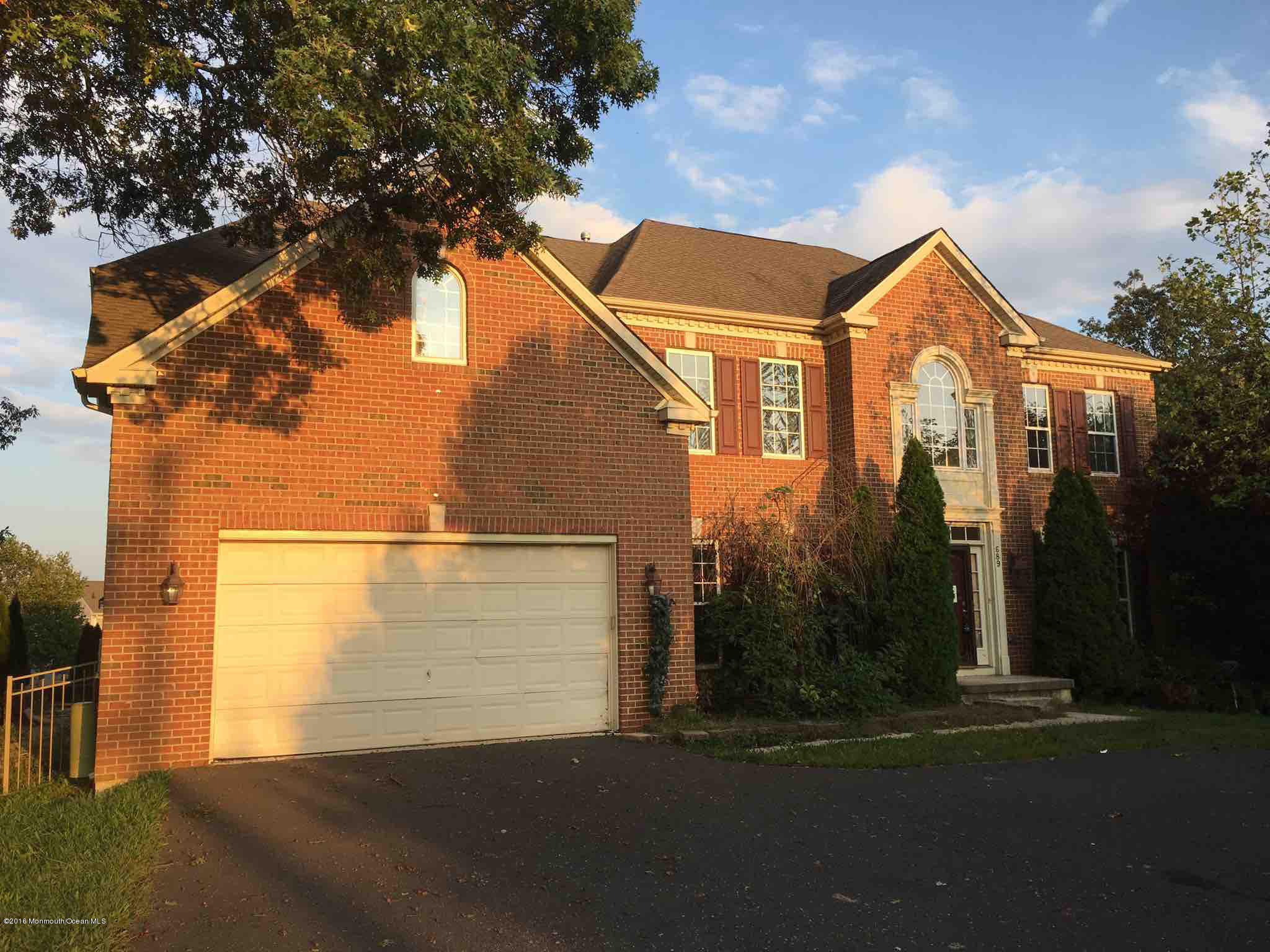 Photo of home for sale at 689 Clifton Avenue Avenue, Toms River NJ