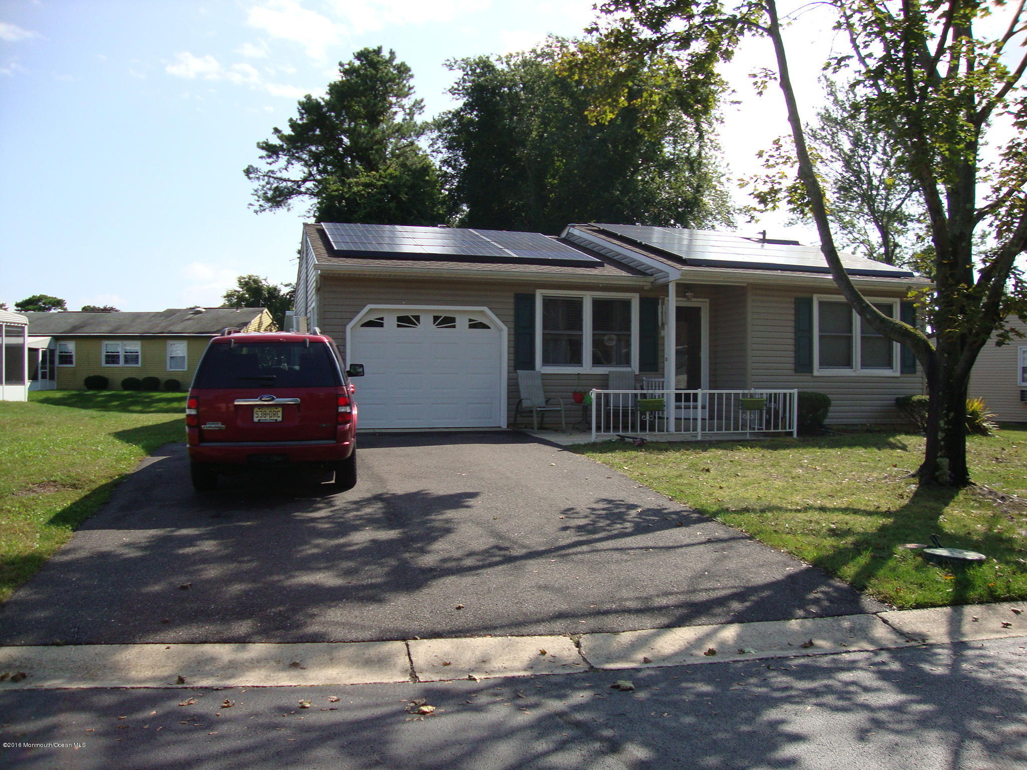 Photo of home for sale at 6 Central Avenue Avenue, Whiting NJ