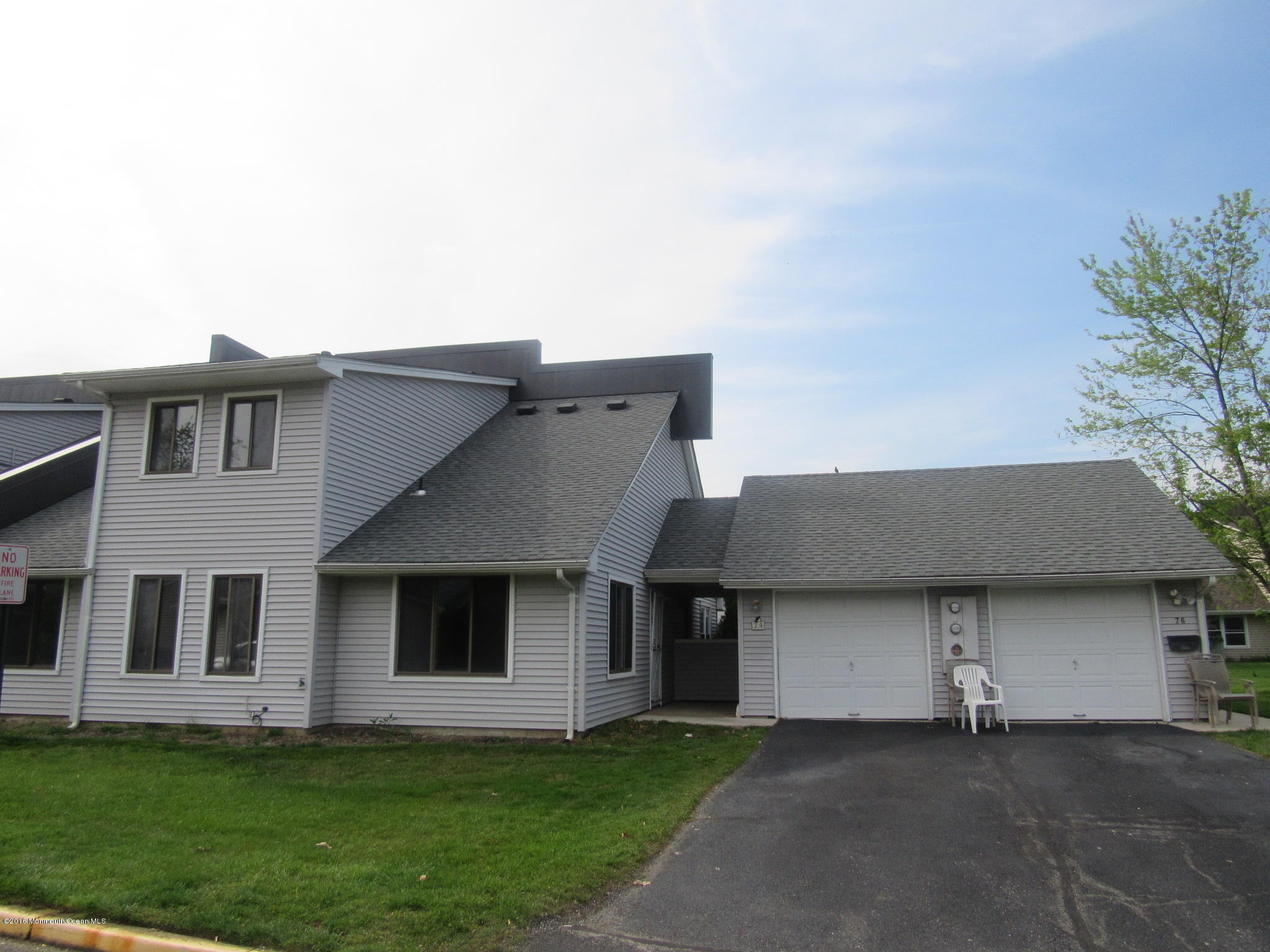 Photo of home for sale at 74 Arlene Court Court, Brick NJ