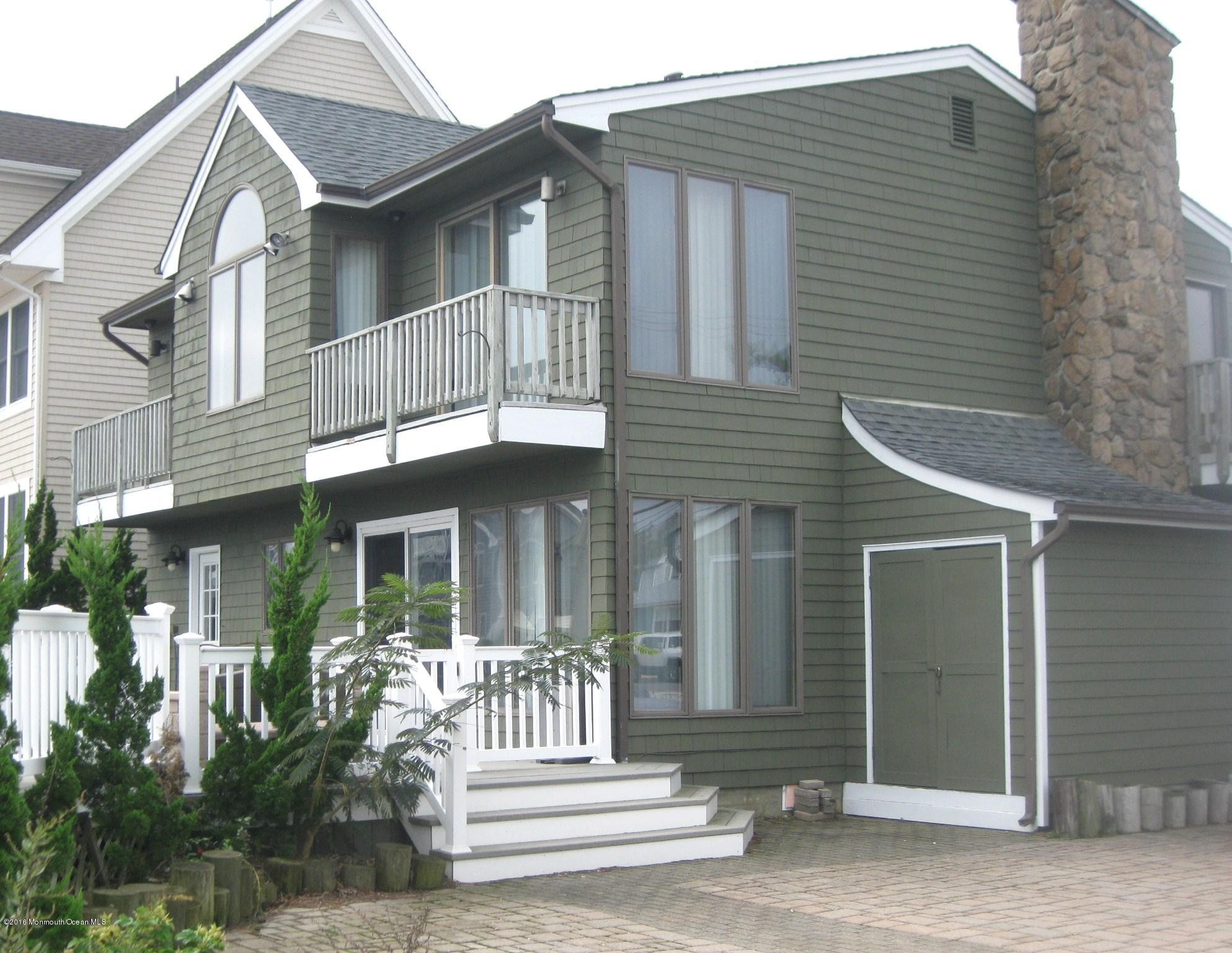 Photo of home for sale at 301 Pompano Court Court, Lavallette NJ