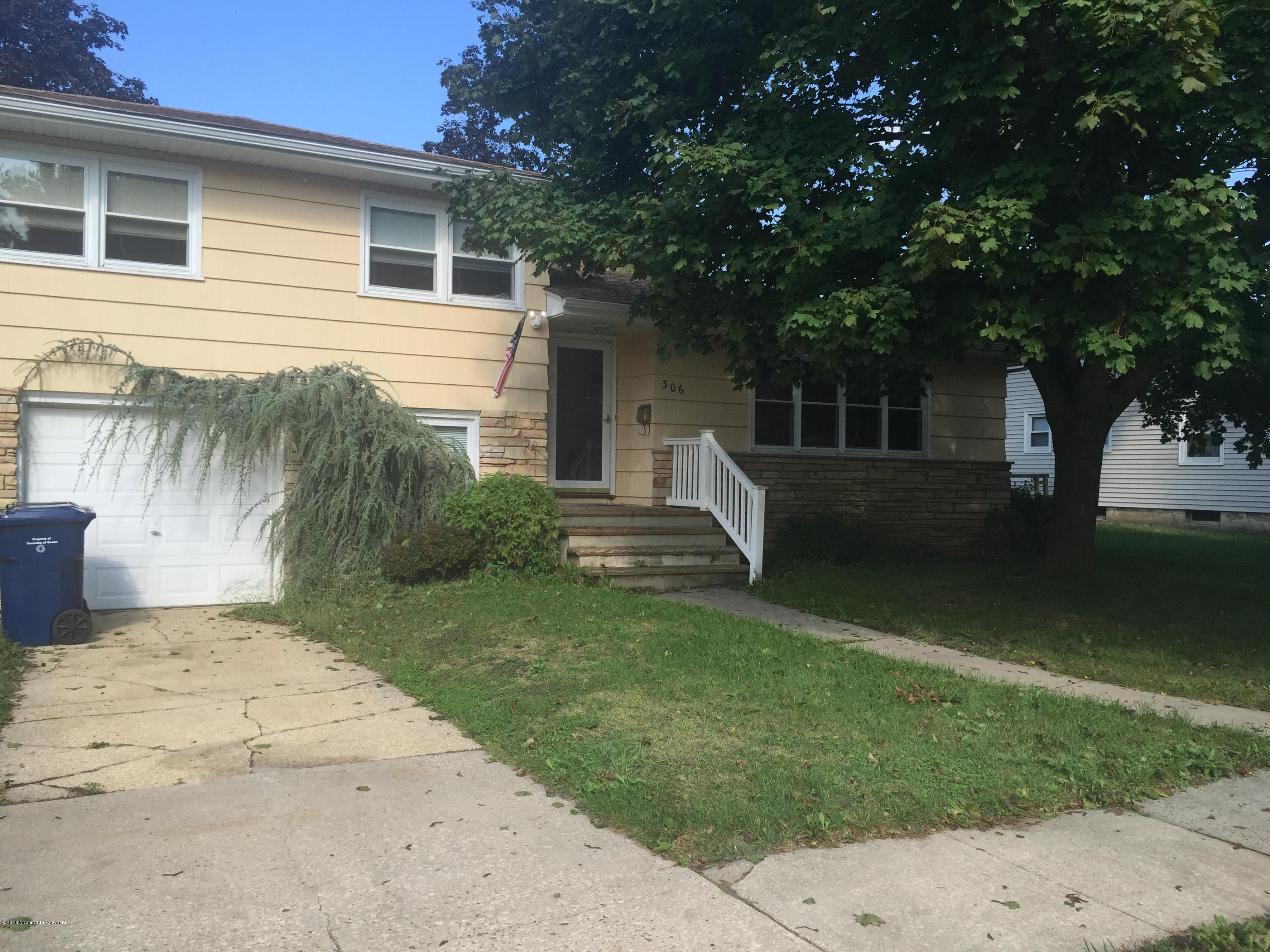 Photo of home for sale at 306 Lakeview Avenue Avenue, Ocean Twp NJ
