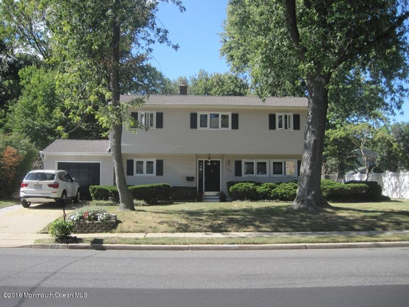 Photo of home for sale at 672 Harmony Road Road, Middletown NJ