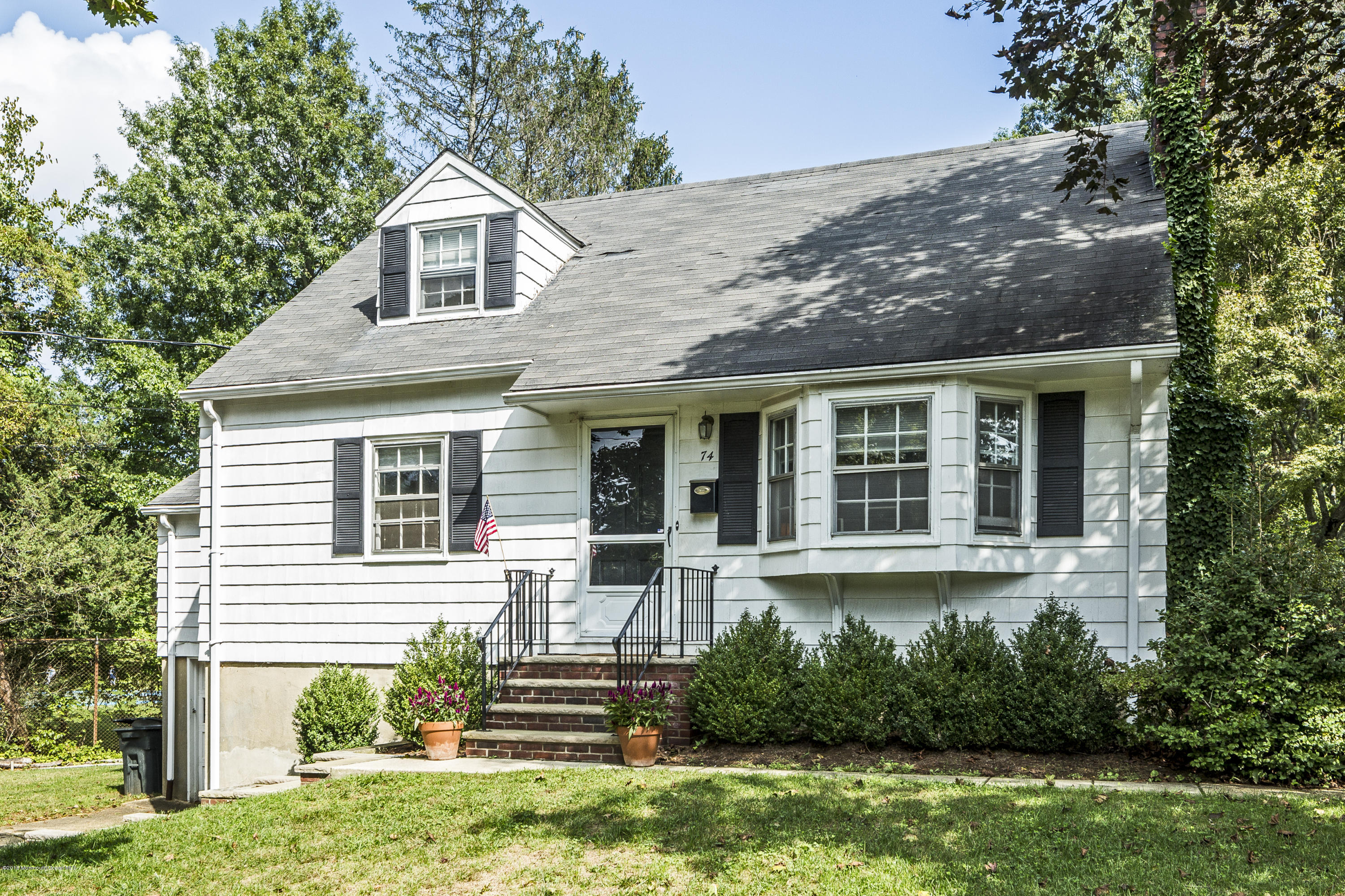 Photo of home for sale at 74 Sickles Place Place, Shrewsbury Boro NJ