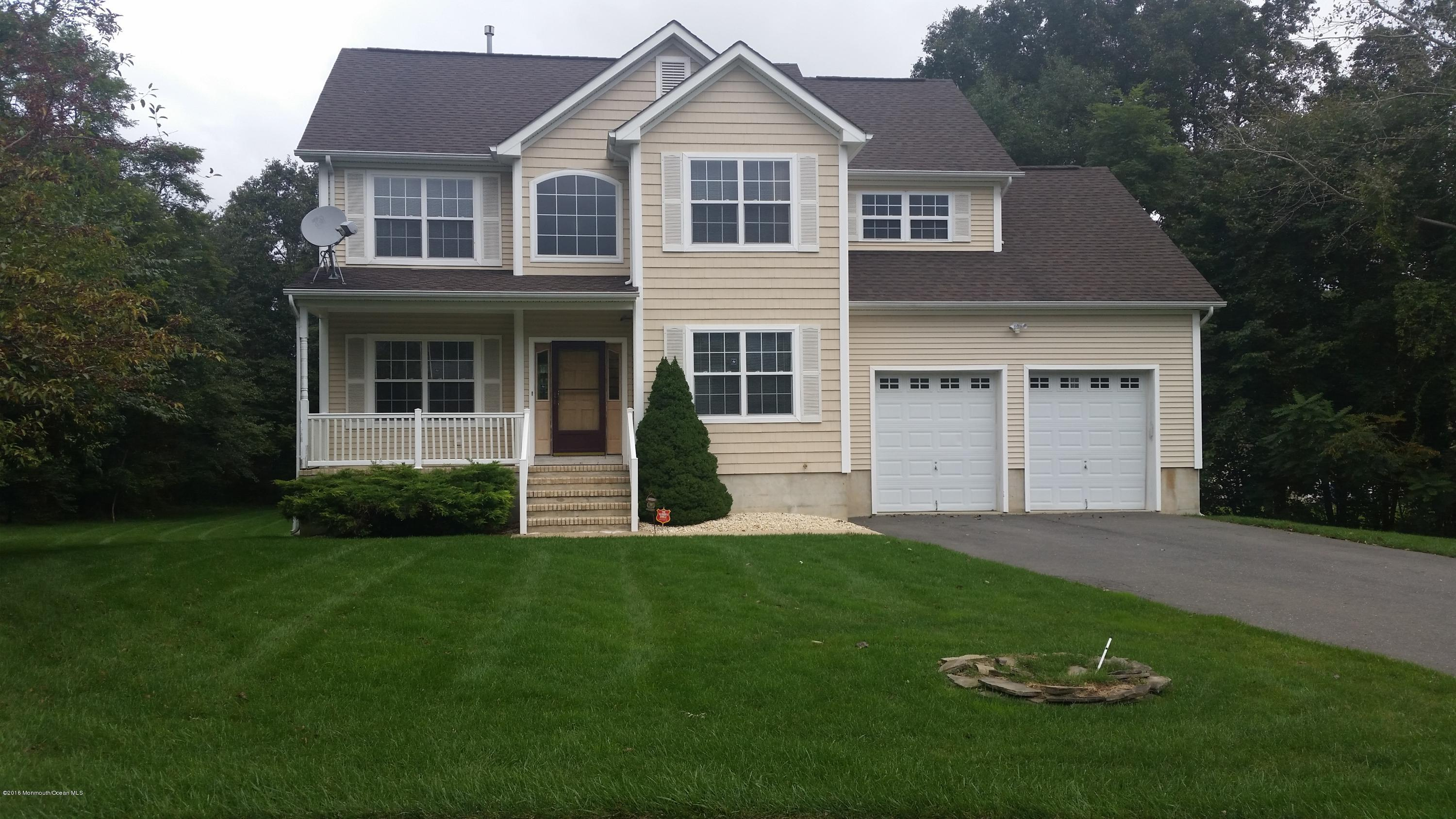 Photo of home for sale at 3 Zengel Court Court, Jackson NJ