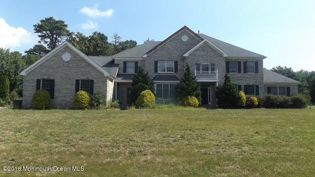 Photo of home for sale at 18 Anise Court Court, Manahawkin NJ