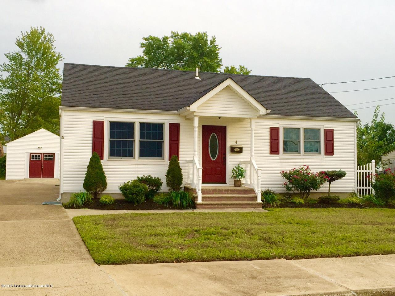 Photo of home for sale at 4 Marshall Place Place, Sayreville NJ