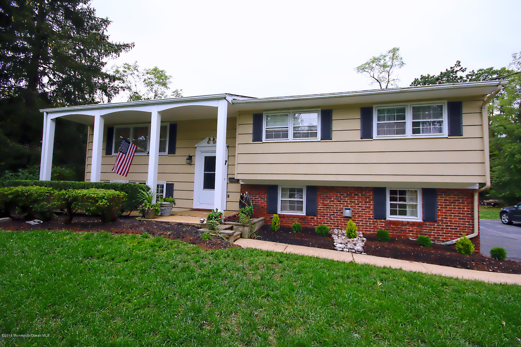 Photo of home for sale at 7 Colonial Way Way, Lincroft NJ