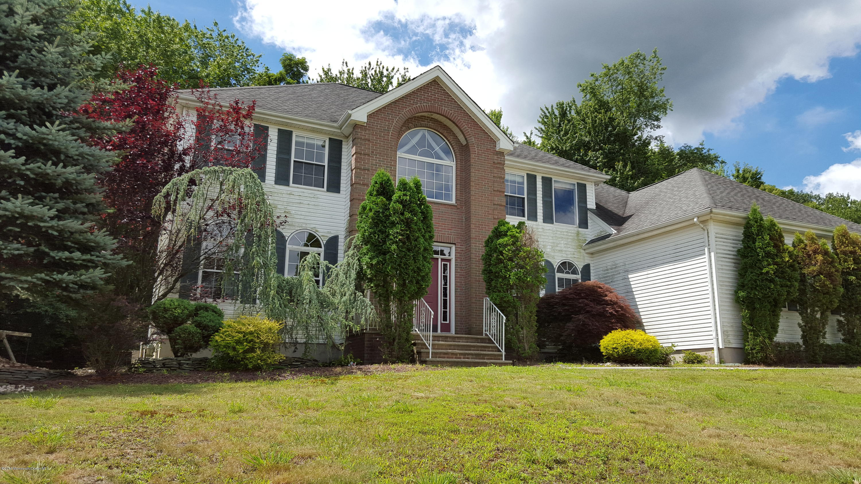 Photo of home for sale at 16 Holdman Place Place, Millstone NJ