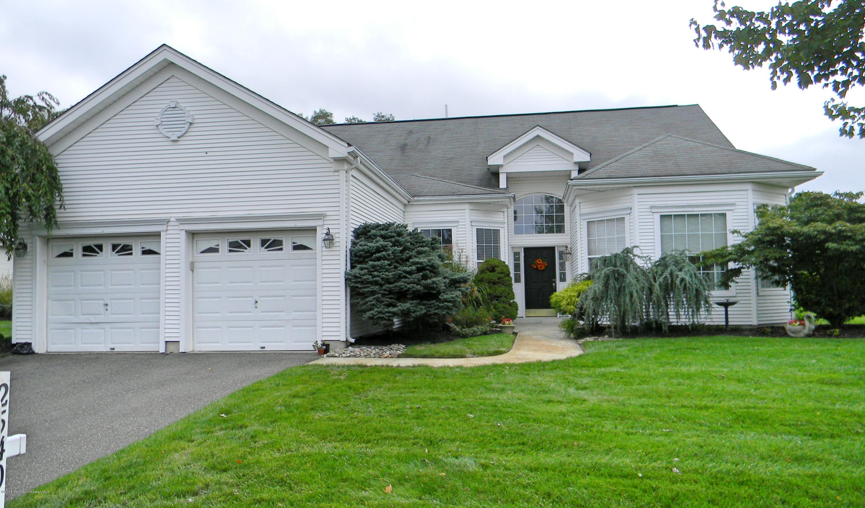 Photo of home for sale at 2540 Sparrowbush Lane Lane, Manasquan NJ
