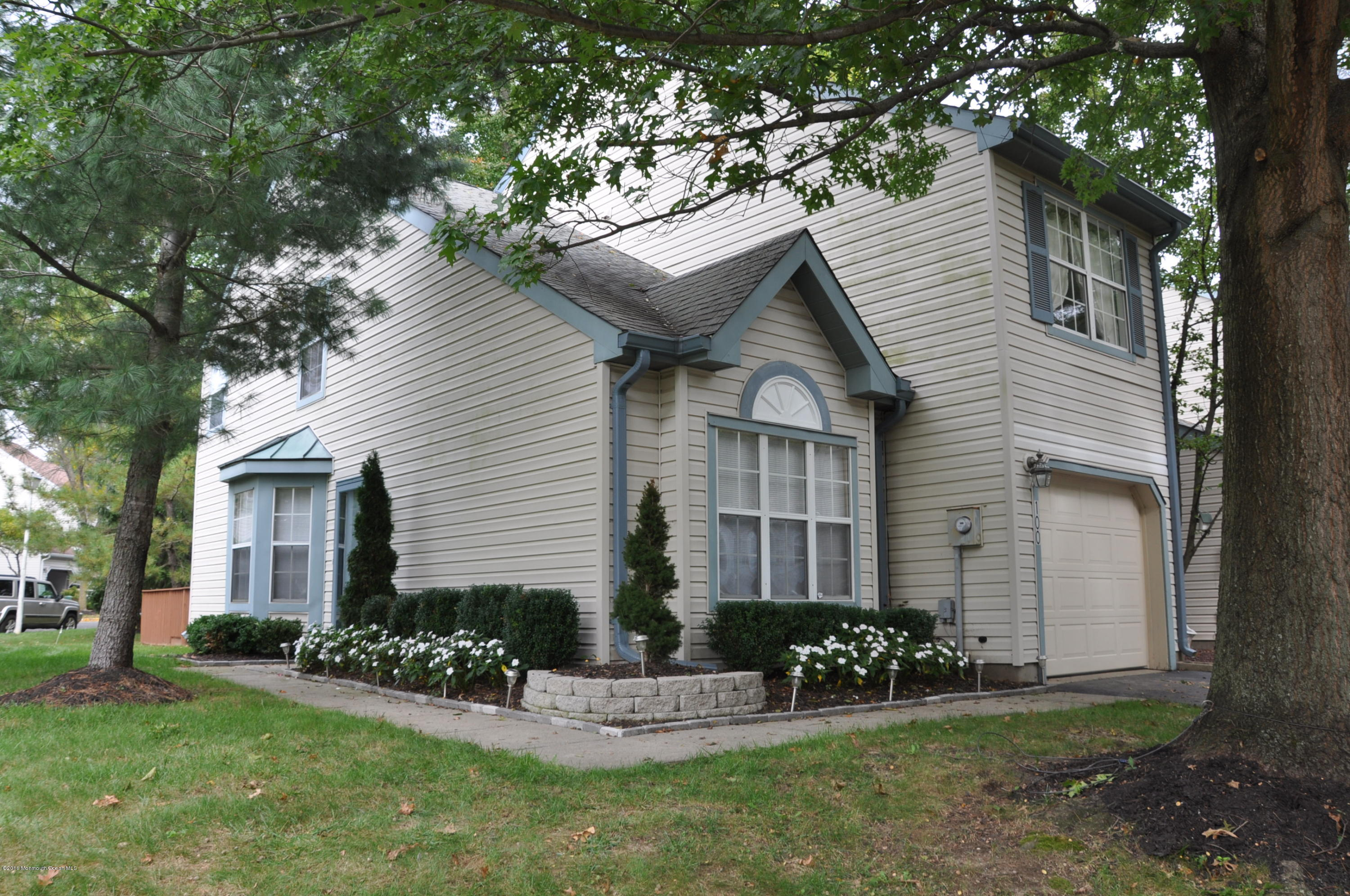 Photo of home for sale at 100 Rumford Way Way, Manalapan NJ