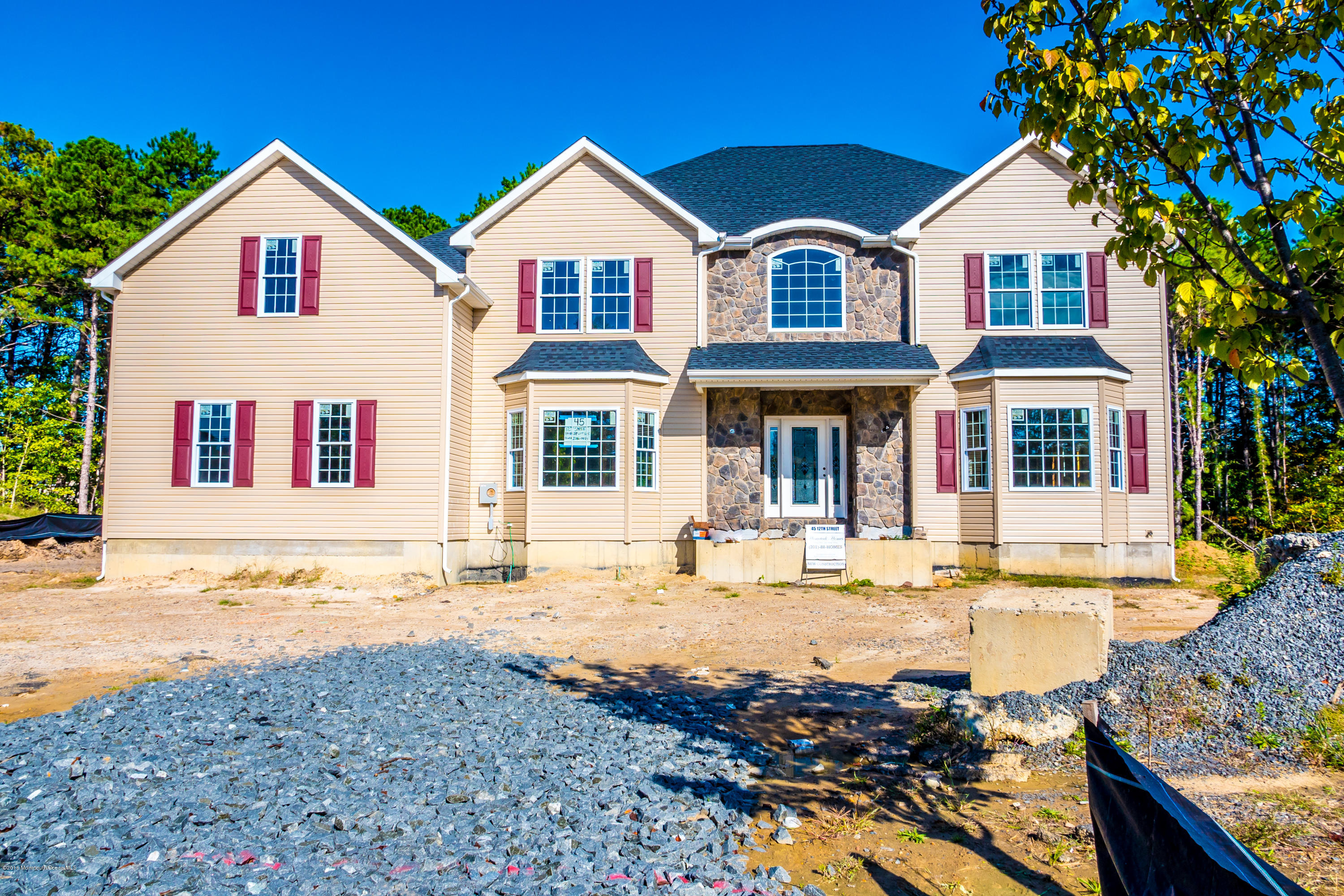 Photo of home for sale at 47 12th Street Street, Monroe NJ