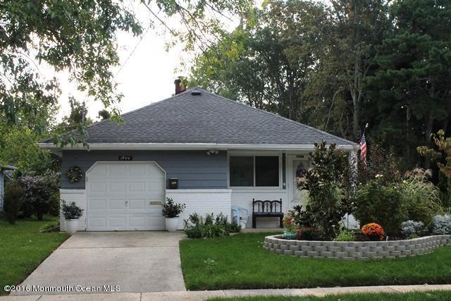 Photo of home for sale at 1944 Mount Carmel Boulevard Boulevard, Toms River NJ