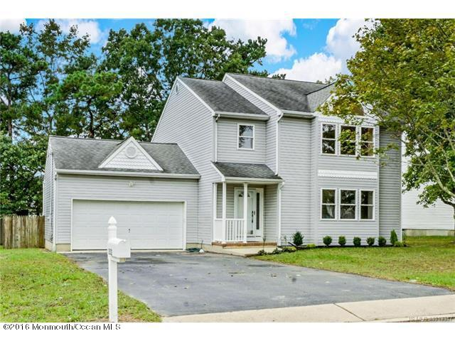 Photo of home for sale at 252 Middie Lane Lane, Manahawkin NJ