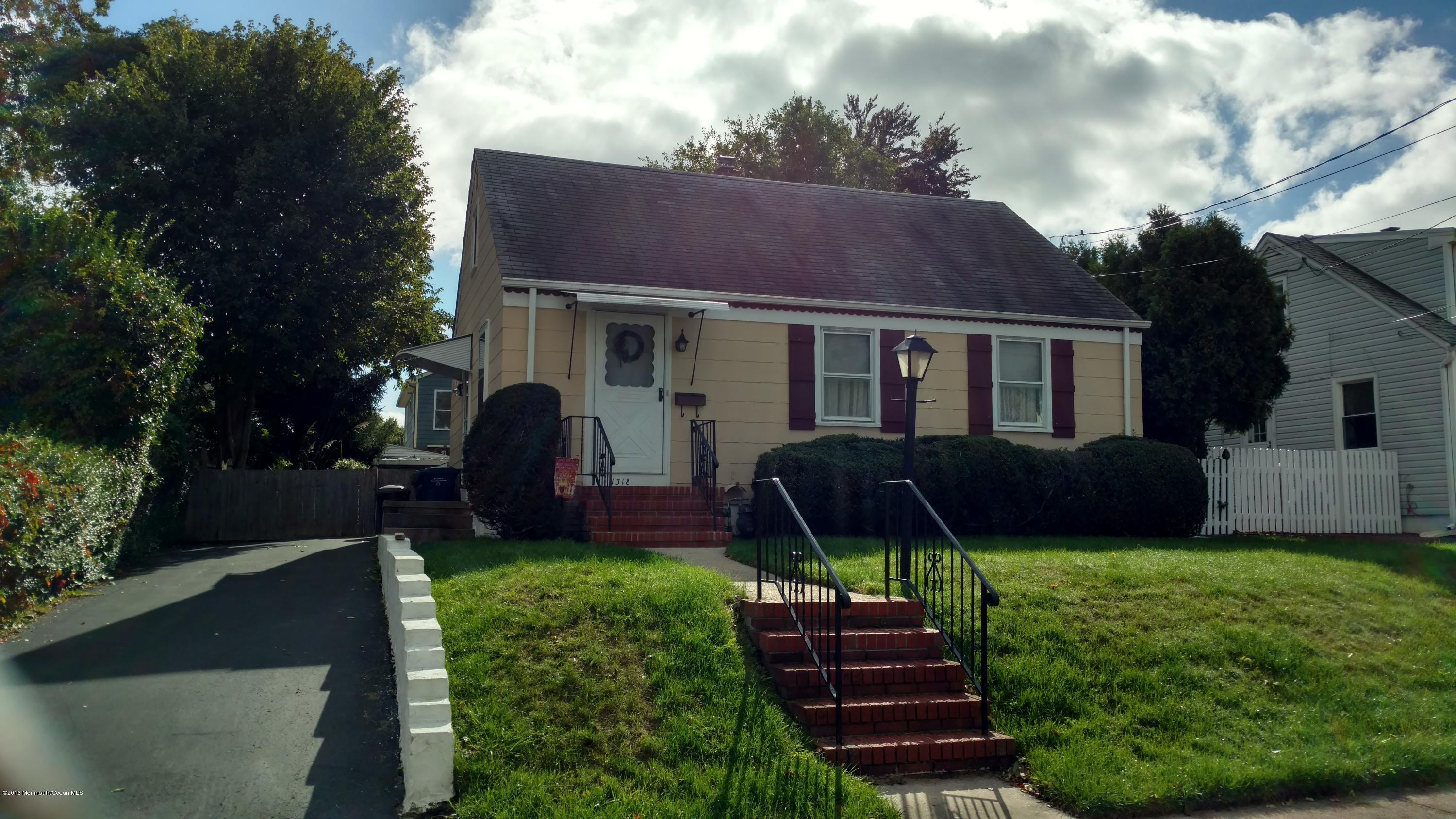 Photo of home for sale at 1318 Evergreen Avenue Avenue, Ocean Twp NJ