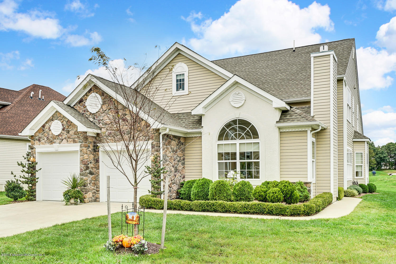 Photo of home for sale at 72 Bayville Way Way, Waretown NJ