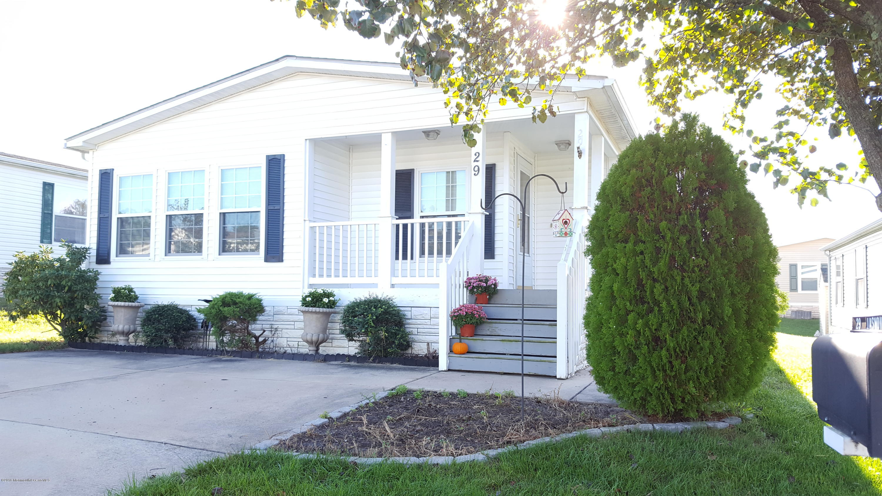 Photo of home for sale at 29 Pine Ridge Boulevard Boulevard, Whiting NJ