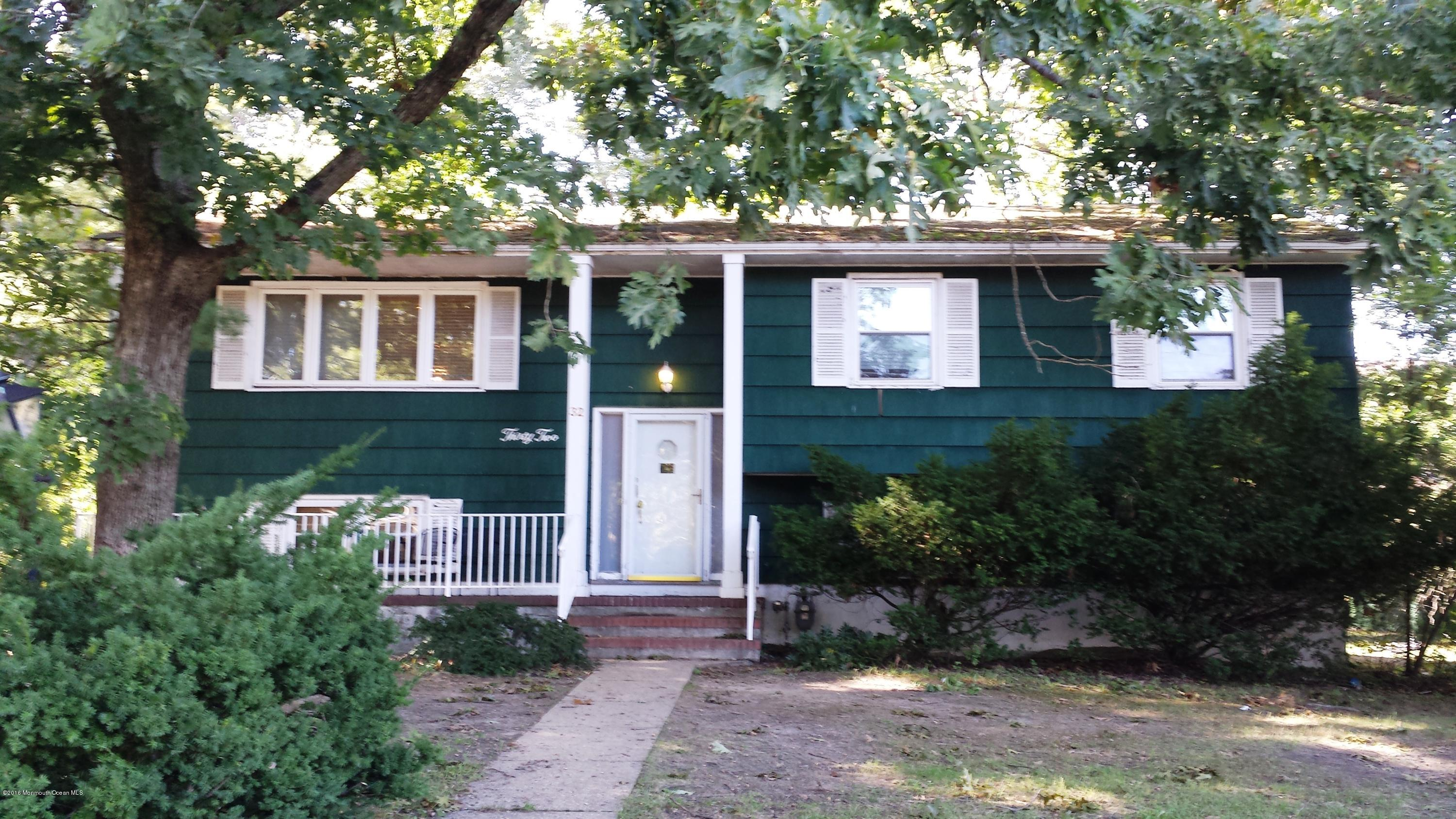 Photo of home for sale at 32 Roselle Court Court, Lakewood NJ