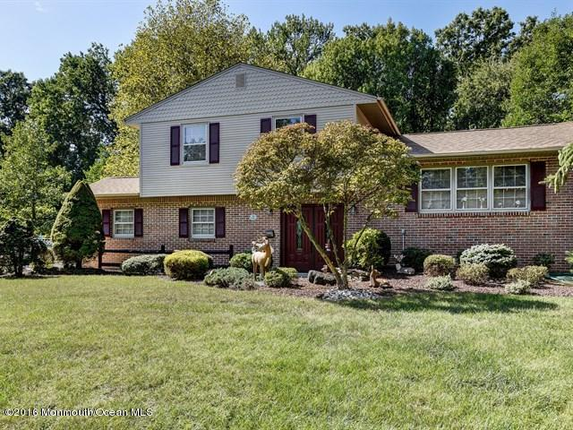 Photo of home for sale at 247 Cherry Tree Lane Lane, Middletown NJ