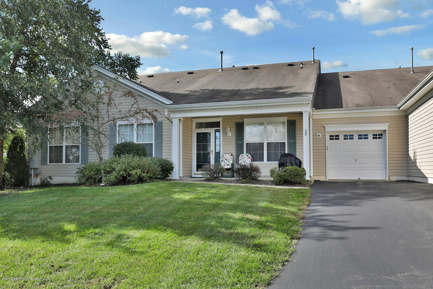 Photo of home for sale at 29 Silverside Road Road, Lakewood NJ