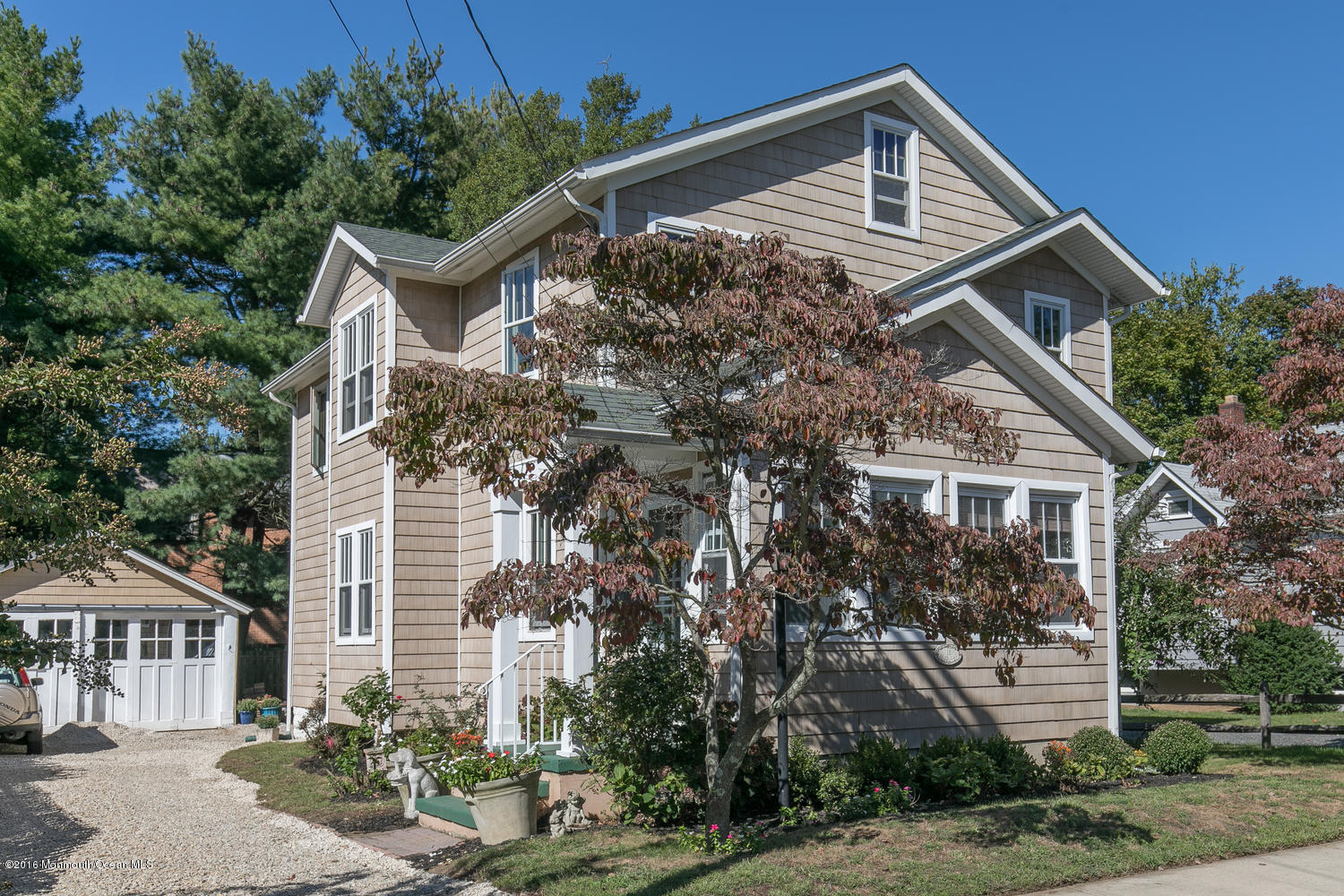 Photo of home for sale at 18 Bruce Place Place, Rumson NJ