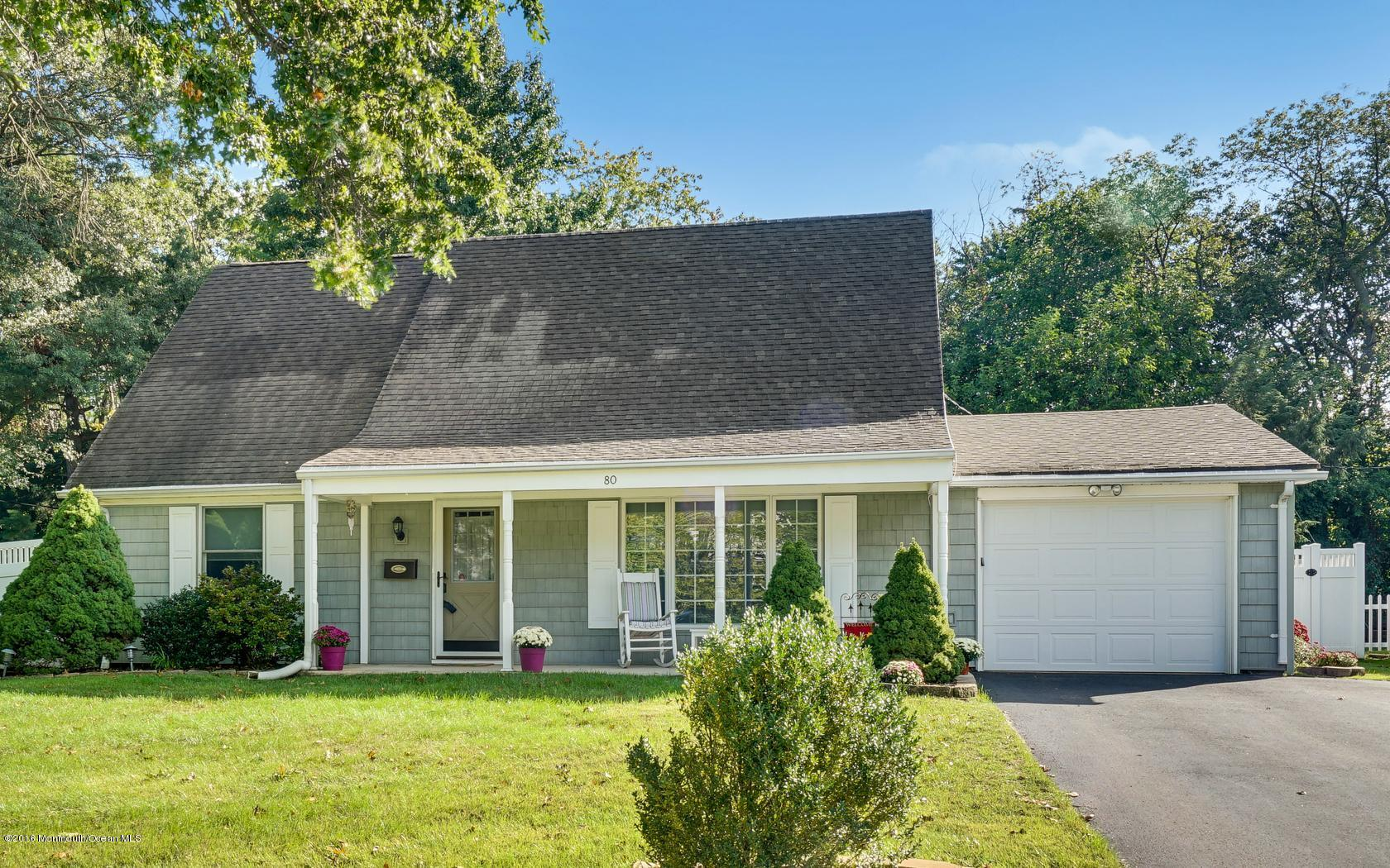 Photo of home for sale at 80 Andover Lane Lane, Aberdeen NJ