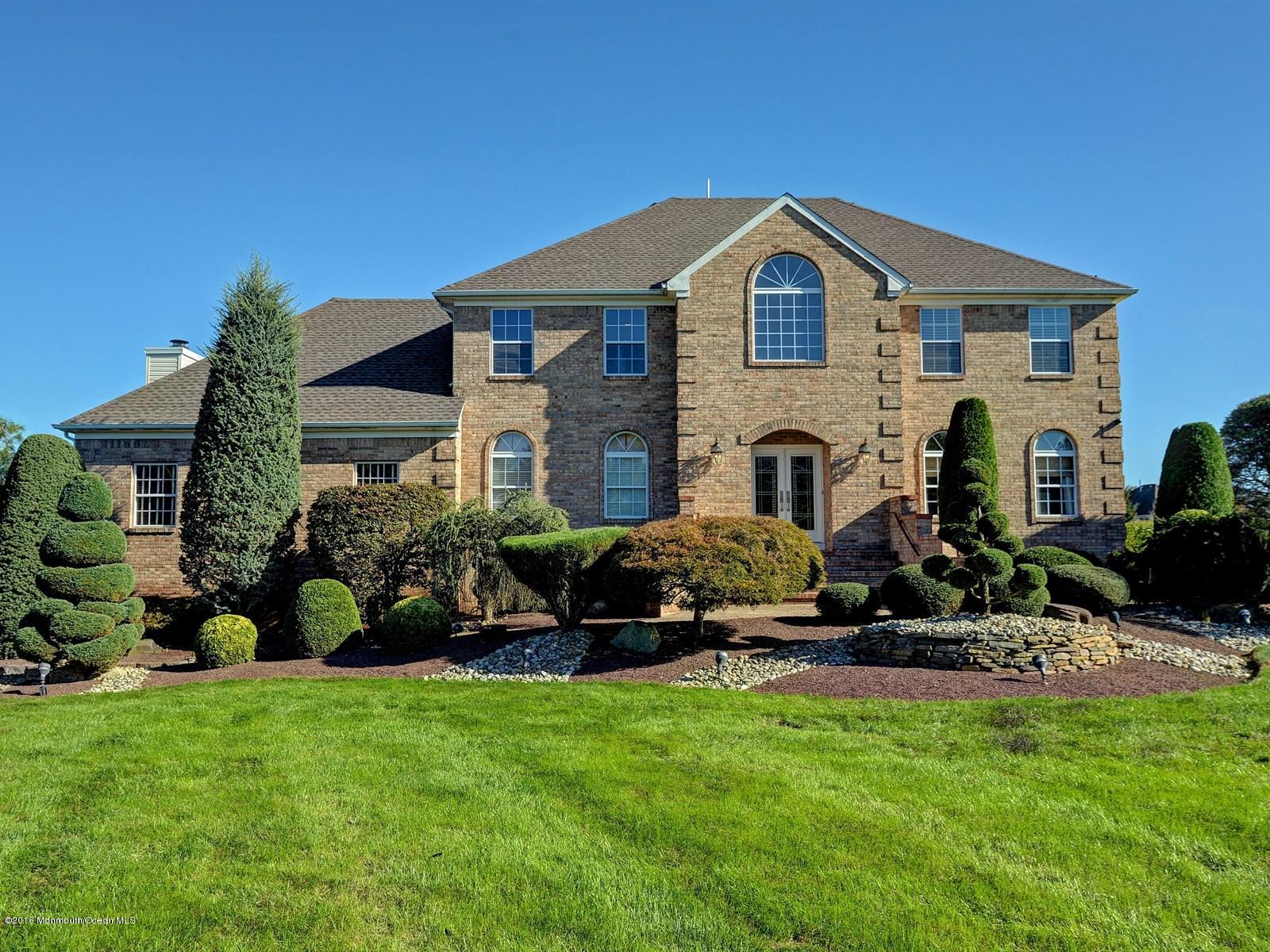 Photo of home for sale at 21 Regency Way Way, Manalapan NJ