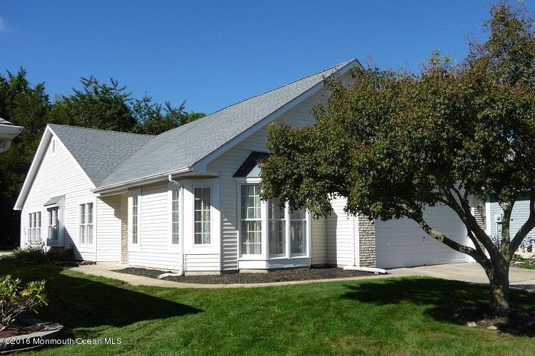 Photo of home for sale at 1421 Burr Oak Road Road, Toms River NJ