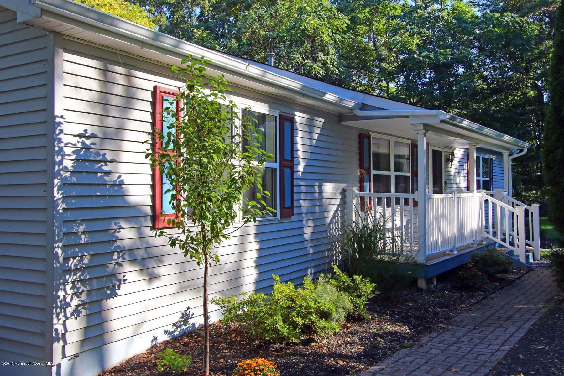 Photo of home for sale at 148 Hamilton Road Road, Tinton Falls NJ