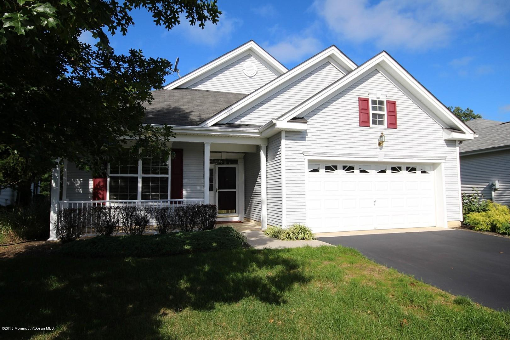 Photo of home for sale at 24 Pond View Circle Circle, Barnegat NJ