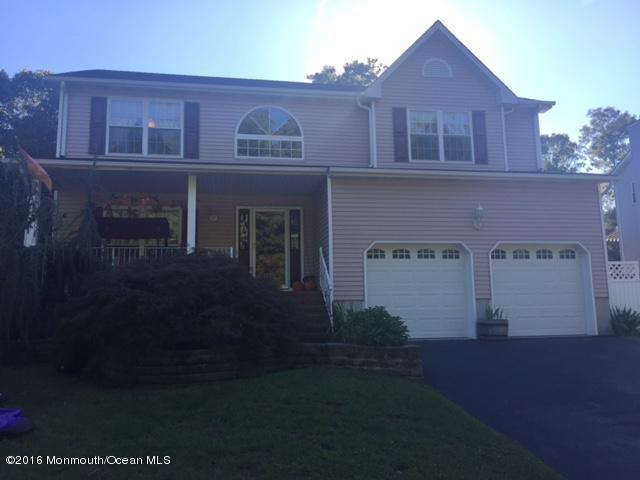 Photo of home for sale at 43 Columbia Drive Drive, Tinton Falls NJ