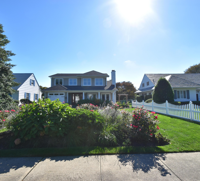 Photo of home for sale at 206 Washington Boulevard Boulevard, Sea Girt NJ