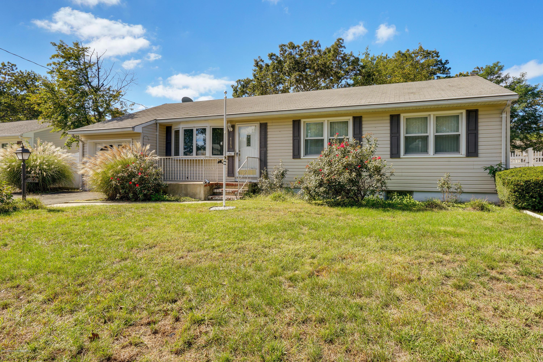 Photo of home for sale at 118 Coolidge Drive Drive, Brick NJ