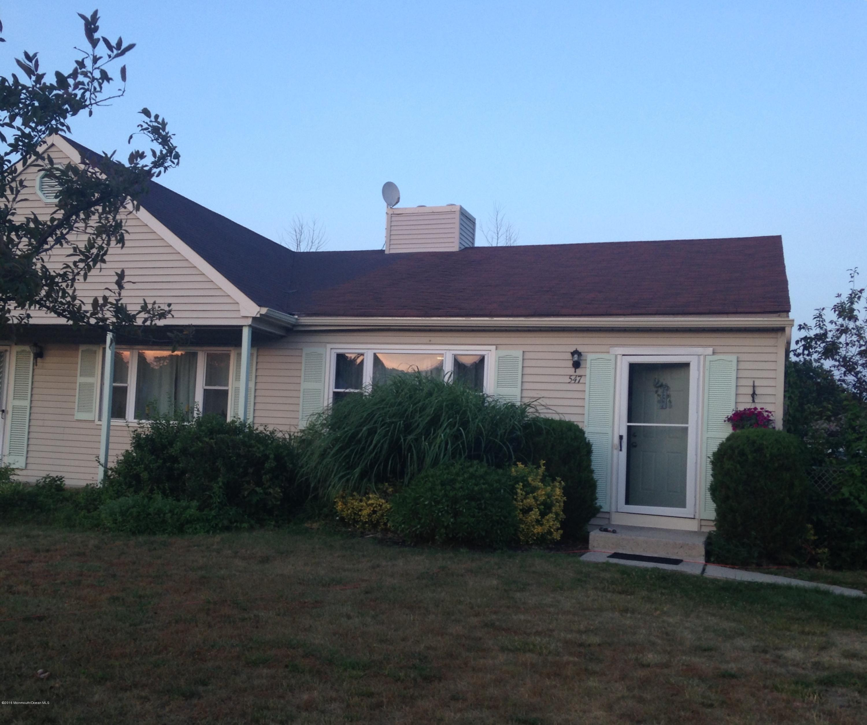Photo of home for sale at 547 Constable Place Place, Toms River NJ